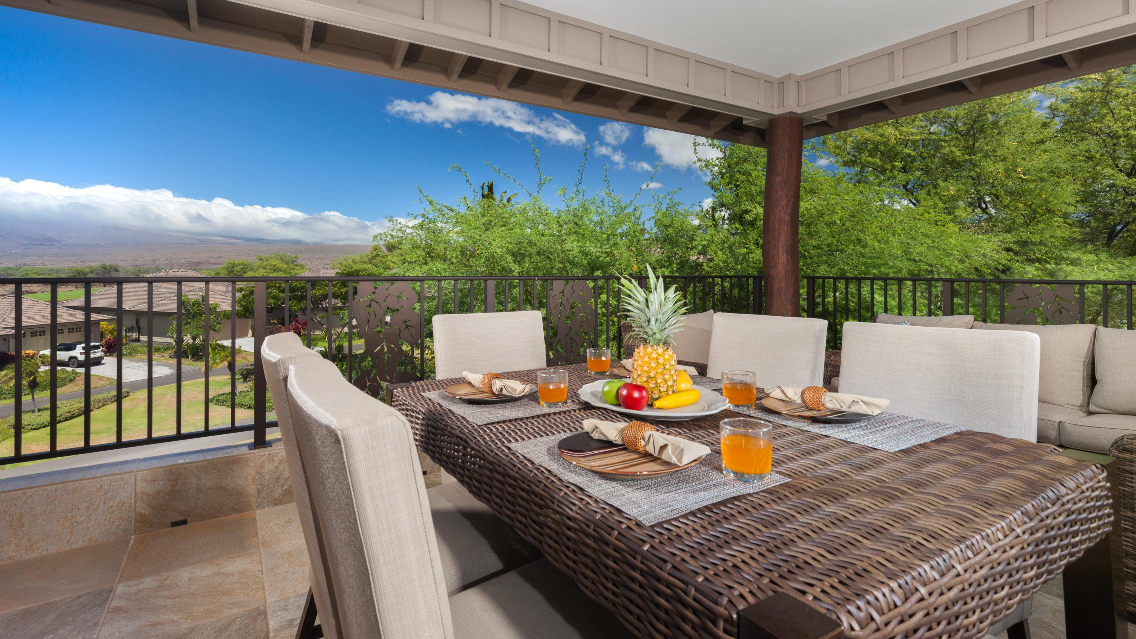 Large covered lanai with stunning views of Kohala mountain