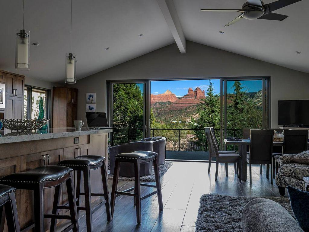 MAGNIFICENT RED ROCK VIEWS FROM THE BALCONY - HEART OF SEDONA