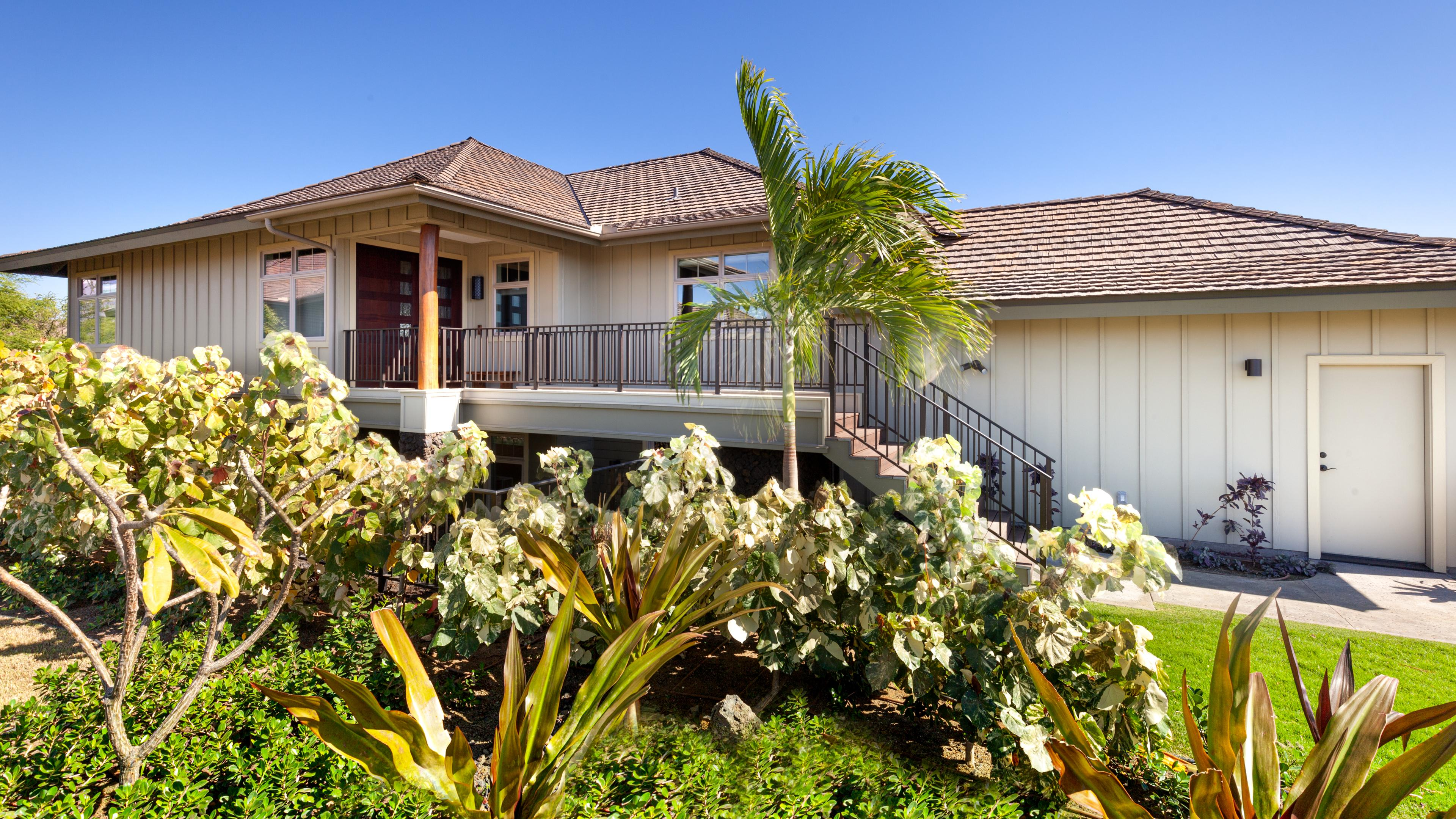 Distinguished 4BR KaMilo Home with Private Beach Pass