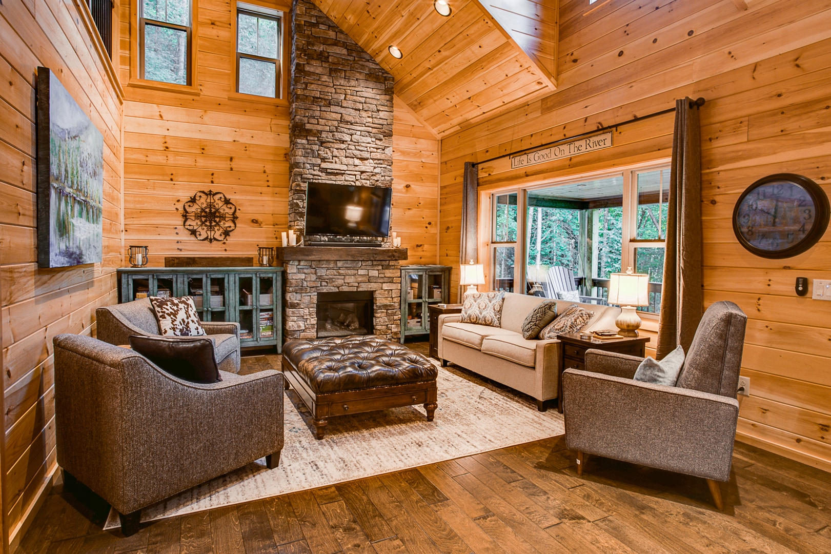 Extraordinary Cabin with Upscale Craftmanship and Unique Amenities