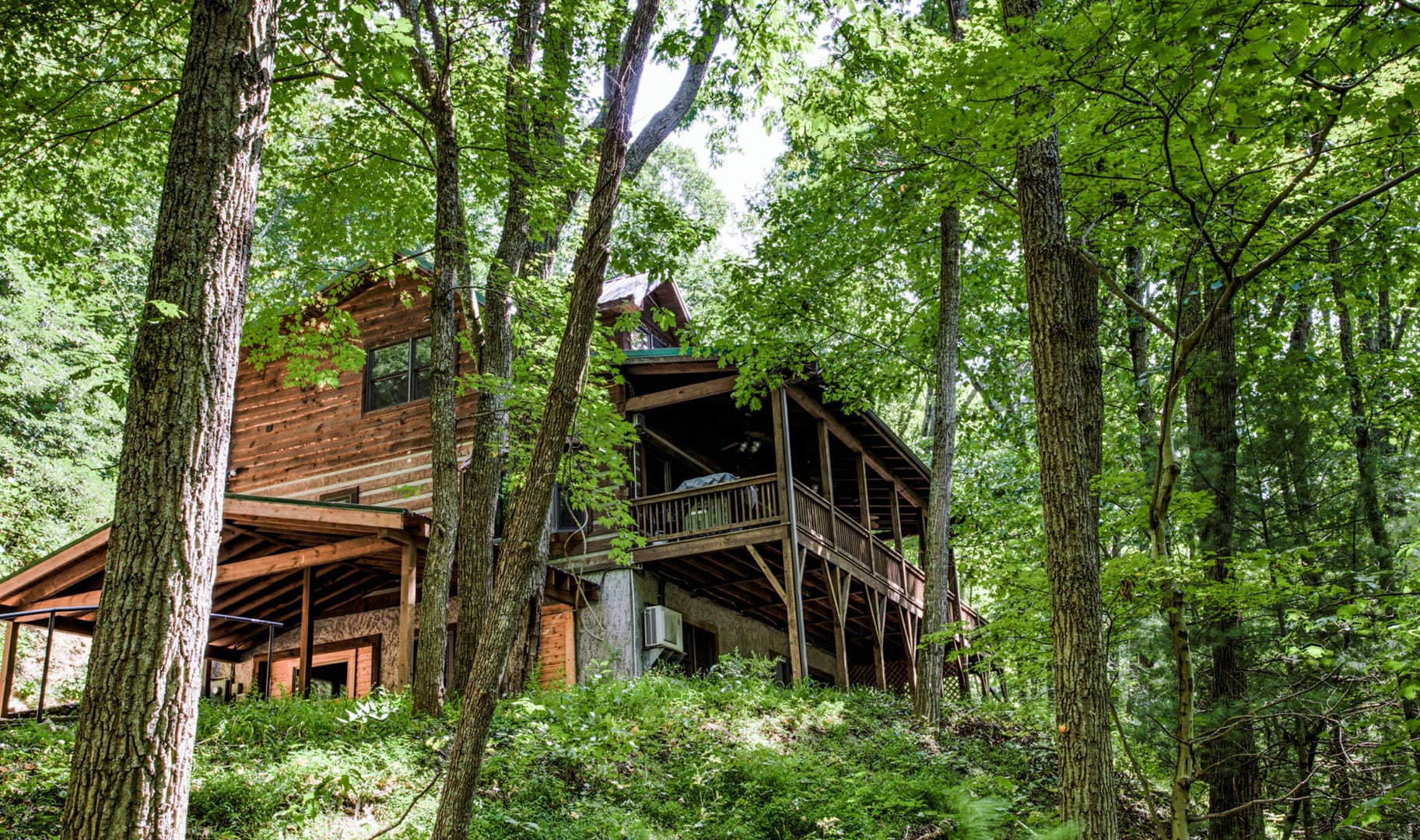 Exclusive Cabin with Hot Tub Close Access to Ashville
