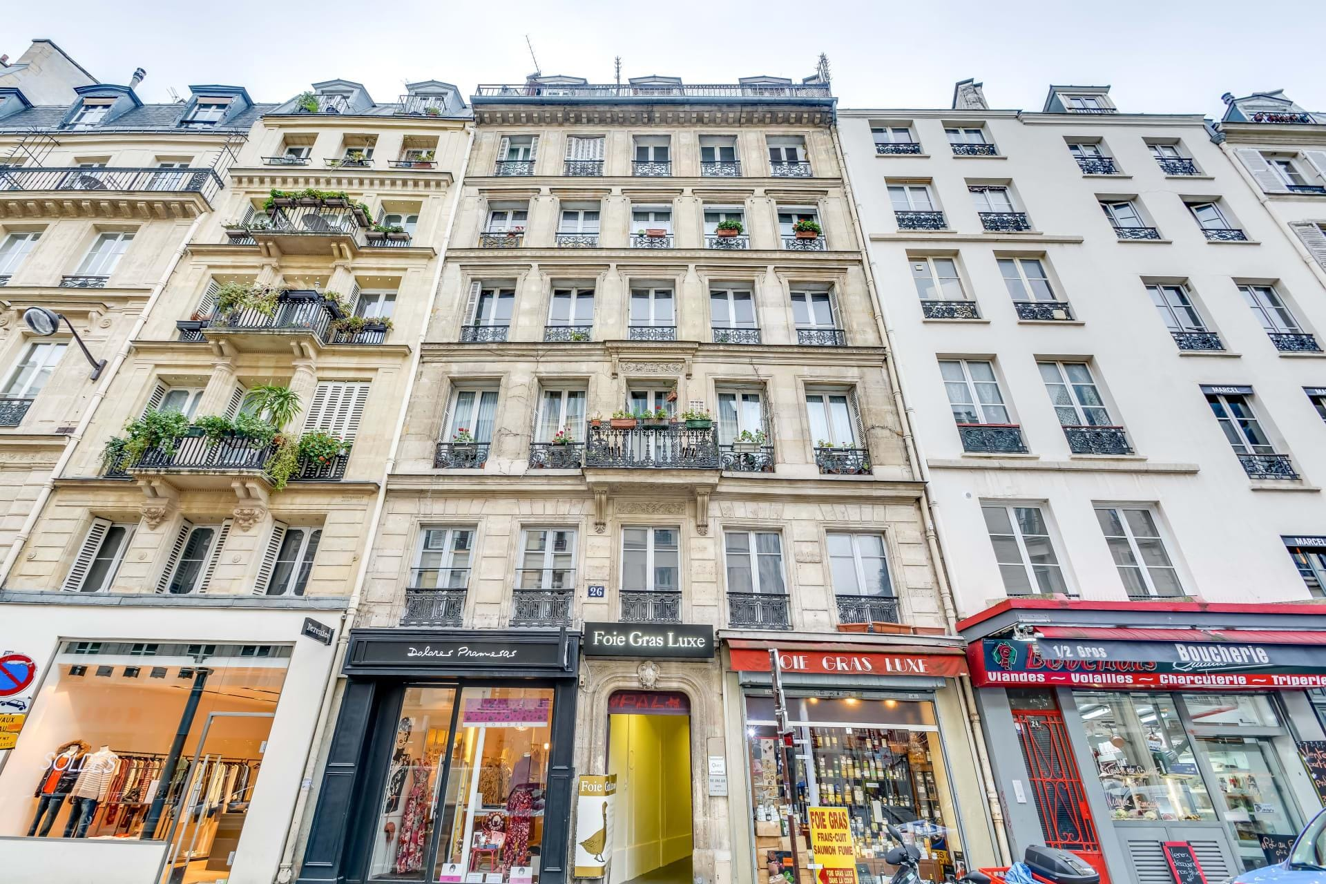 Trendy One Bedroom Apartment in Vibrant Les Halles Neighborhood