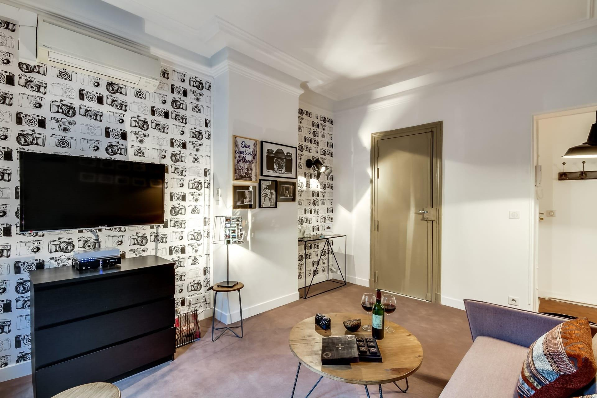 Romantic One-Bedroom Apartment In The Lively Heart Of Paris