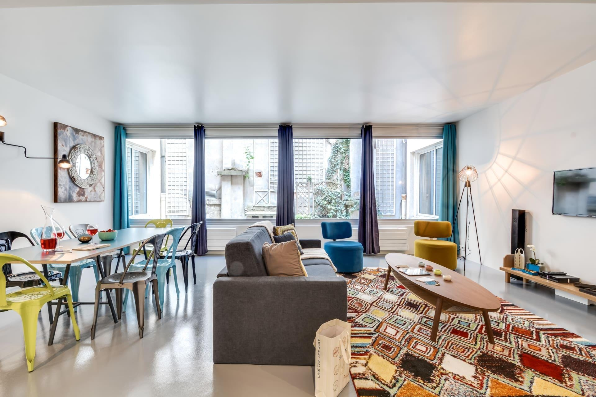 Stunning Apartment Can Accommodate Up To 10 Guests in Paris