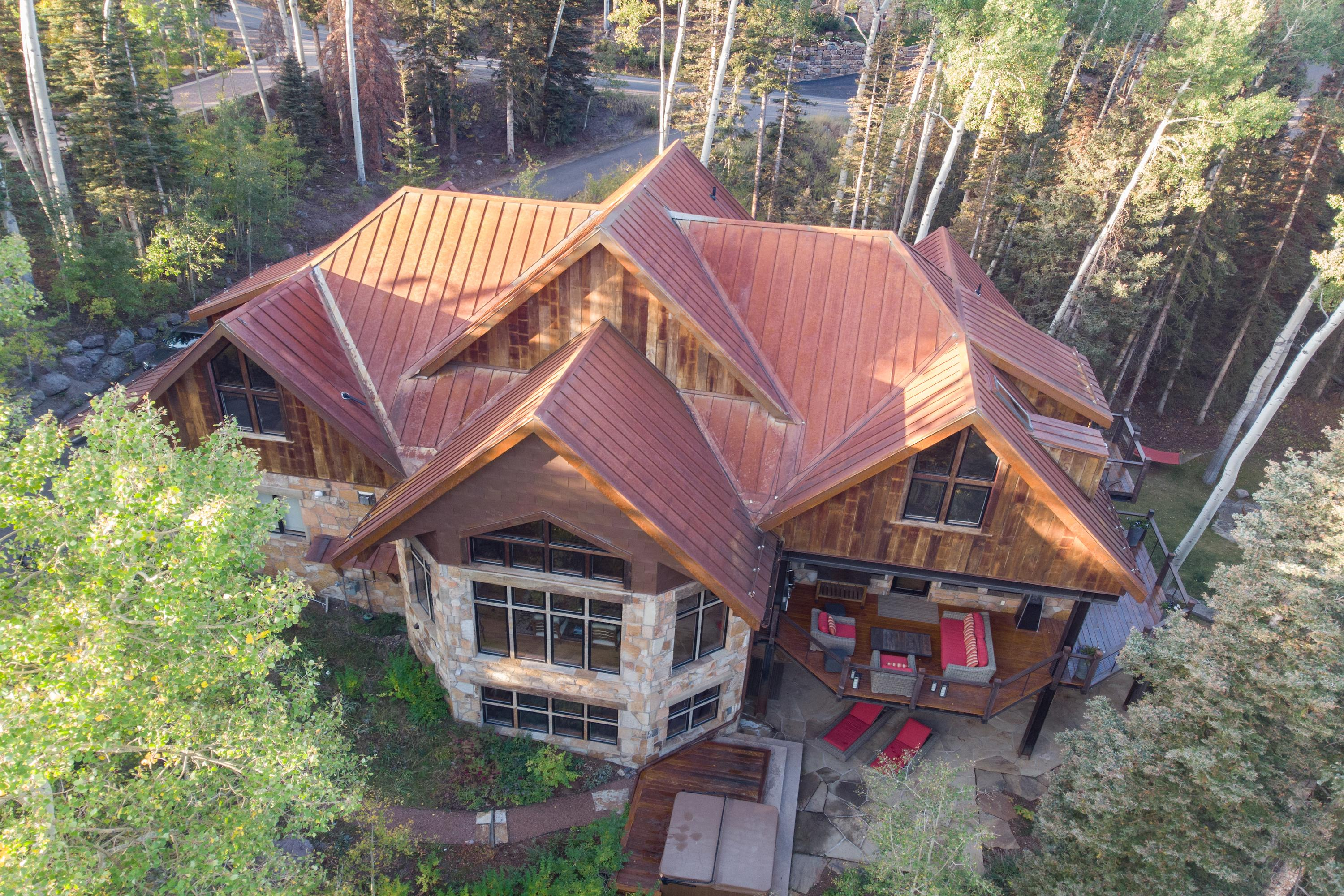 Stunning Mountain Home full of Entertainment Amenities