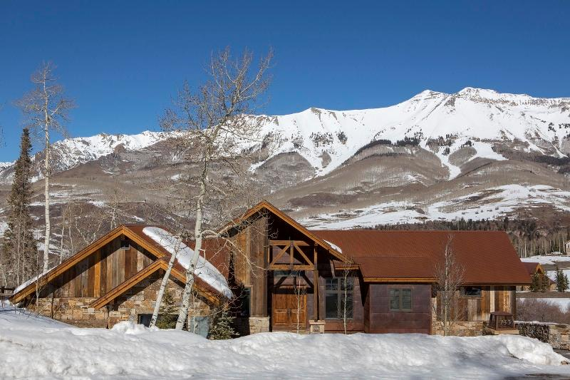 Stylish Mountain Retreat Close to the Telluride Golf Course