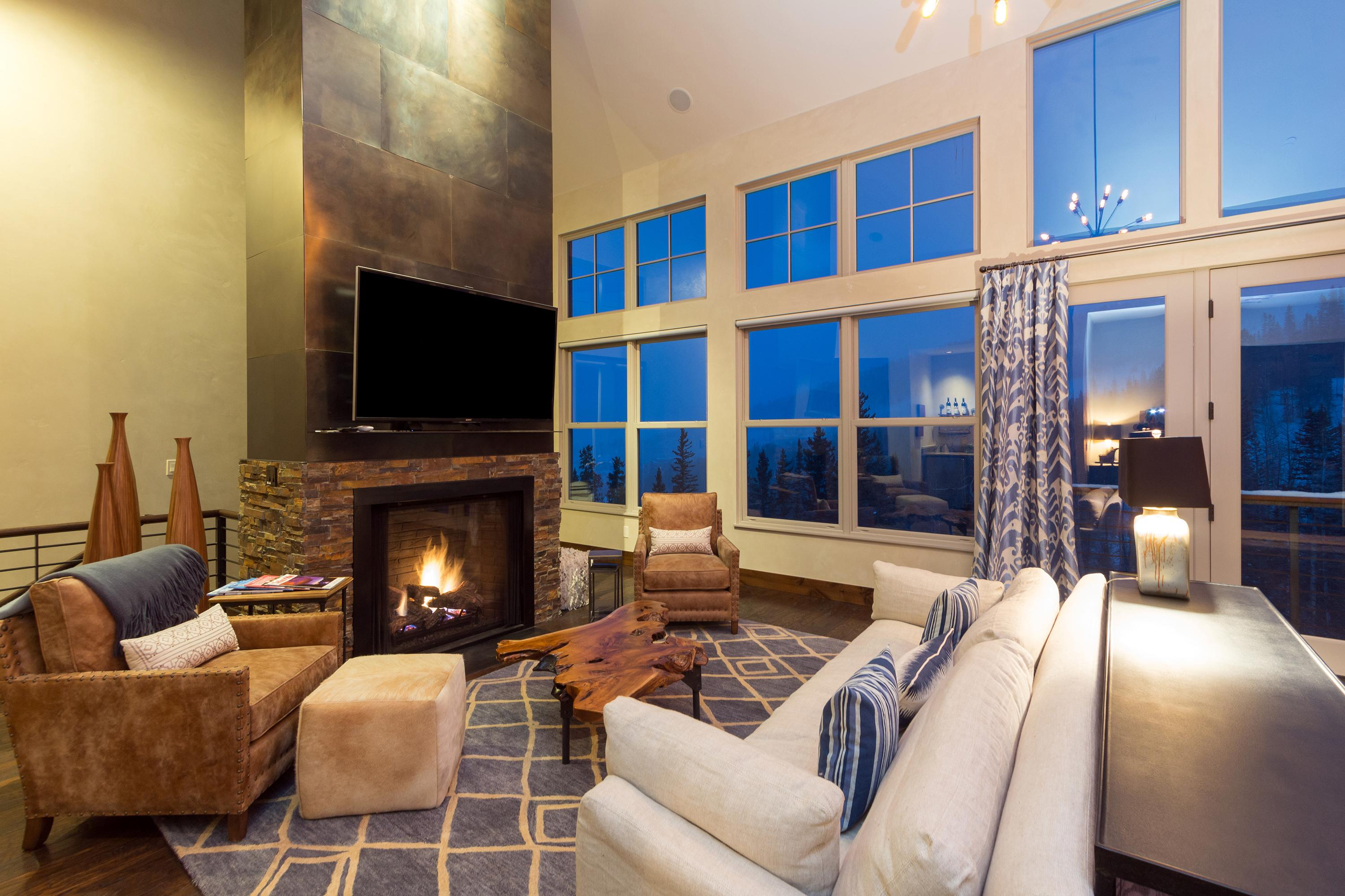 Elevated Townhome with Breathtaking Mountain Views