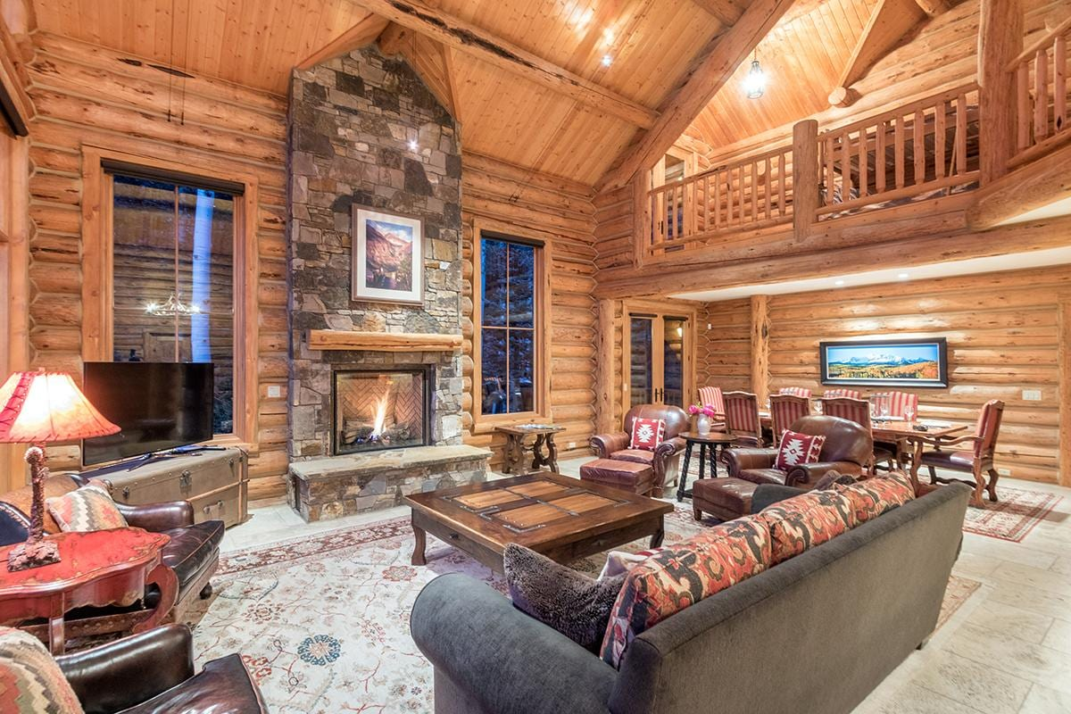 Perfect Mountain Hideaway with Grand Views & Hot Tub