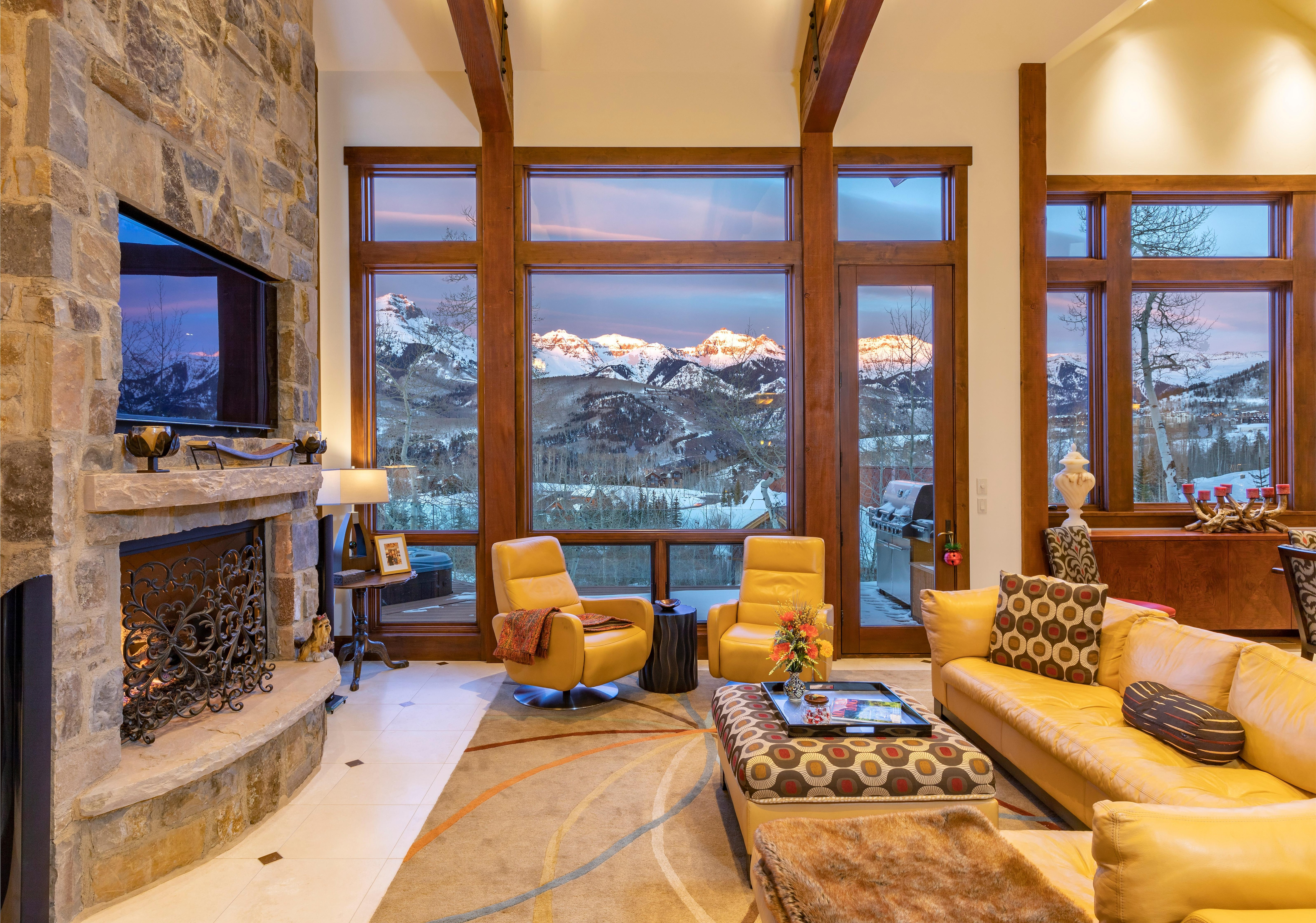 Luxurious Mountain Escape with Uninterrupted Views