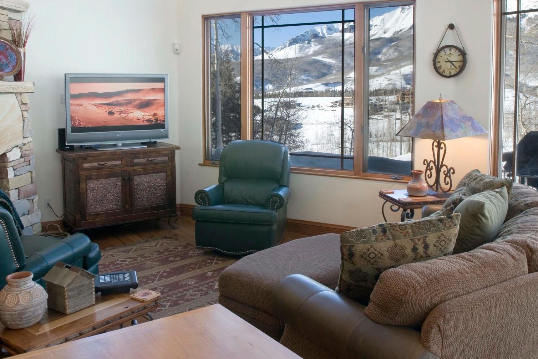 Family Friendly Townhome with Slopeside Hot Tub