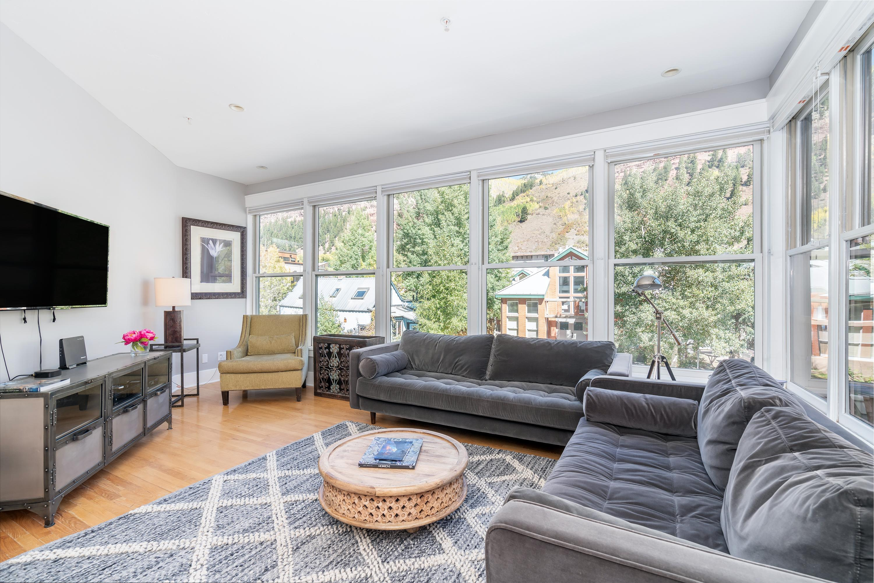 Chic, Modern, Downtown Condo with Mountain View; Near Skiing