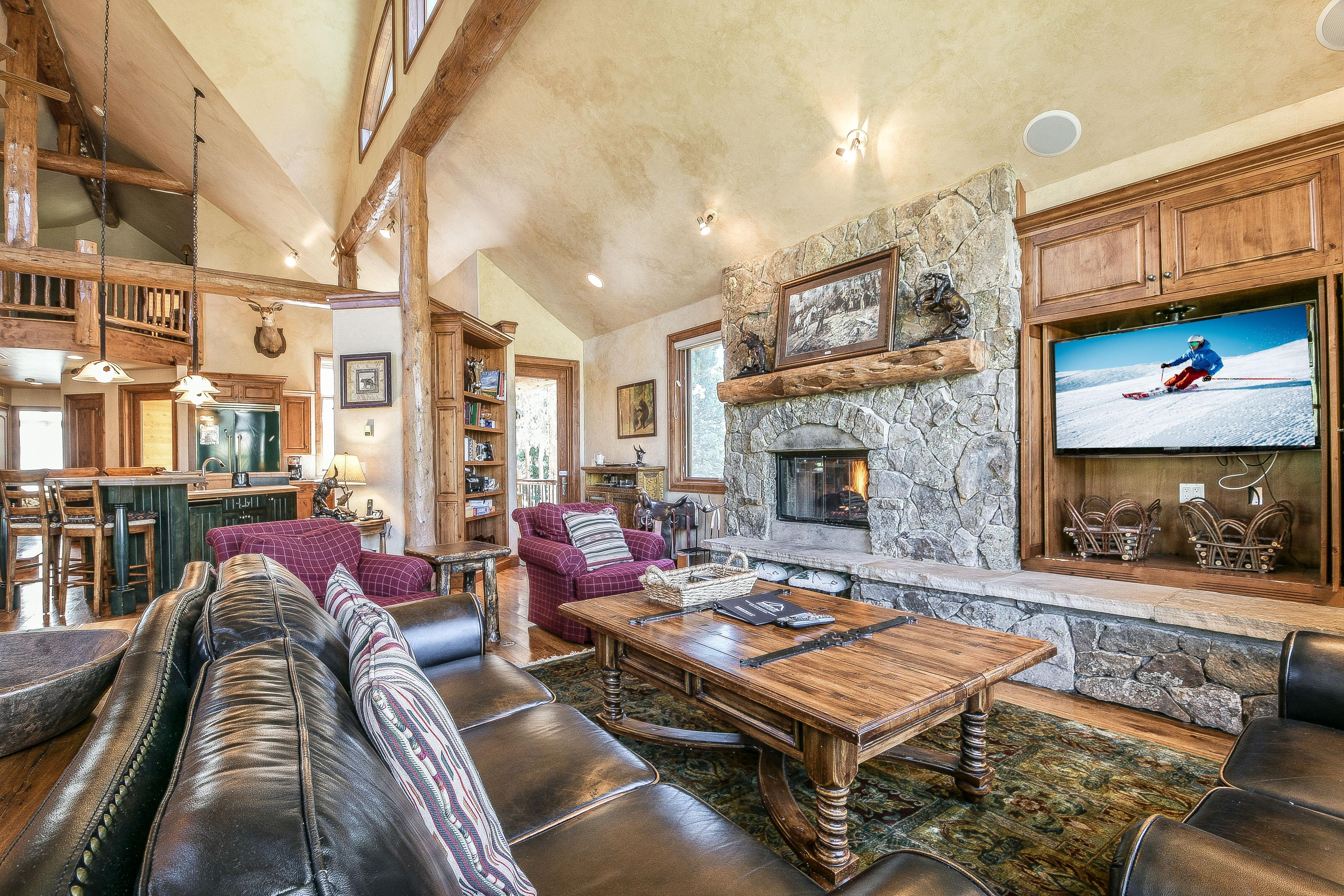 Beautiful Log Home with Hot Tub is the Perfect Family Getaway