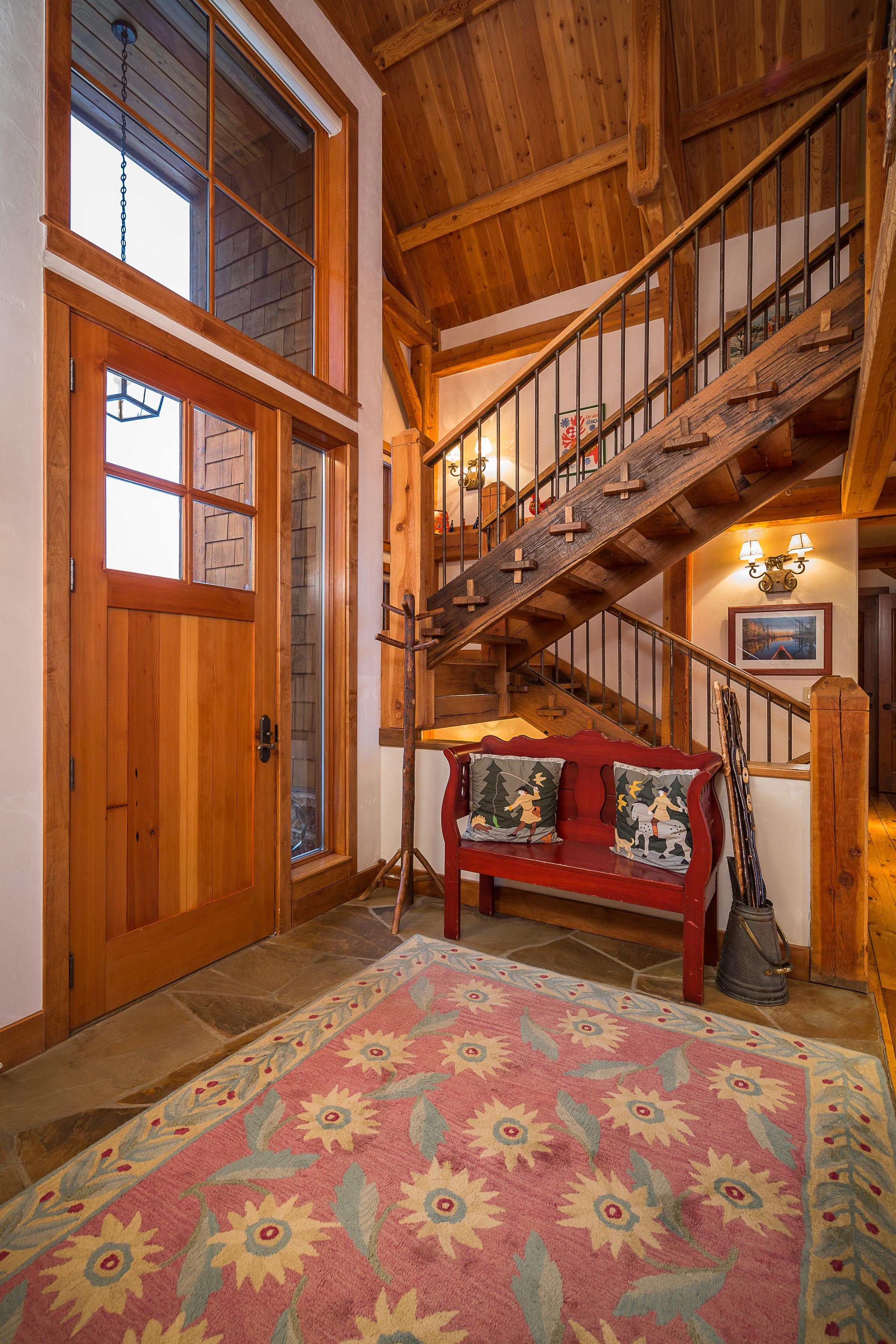 Luxury Log Cabin Close to the Ski Hill with a Private Gym