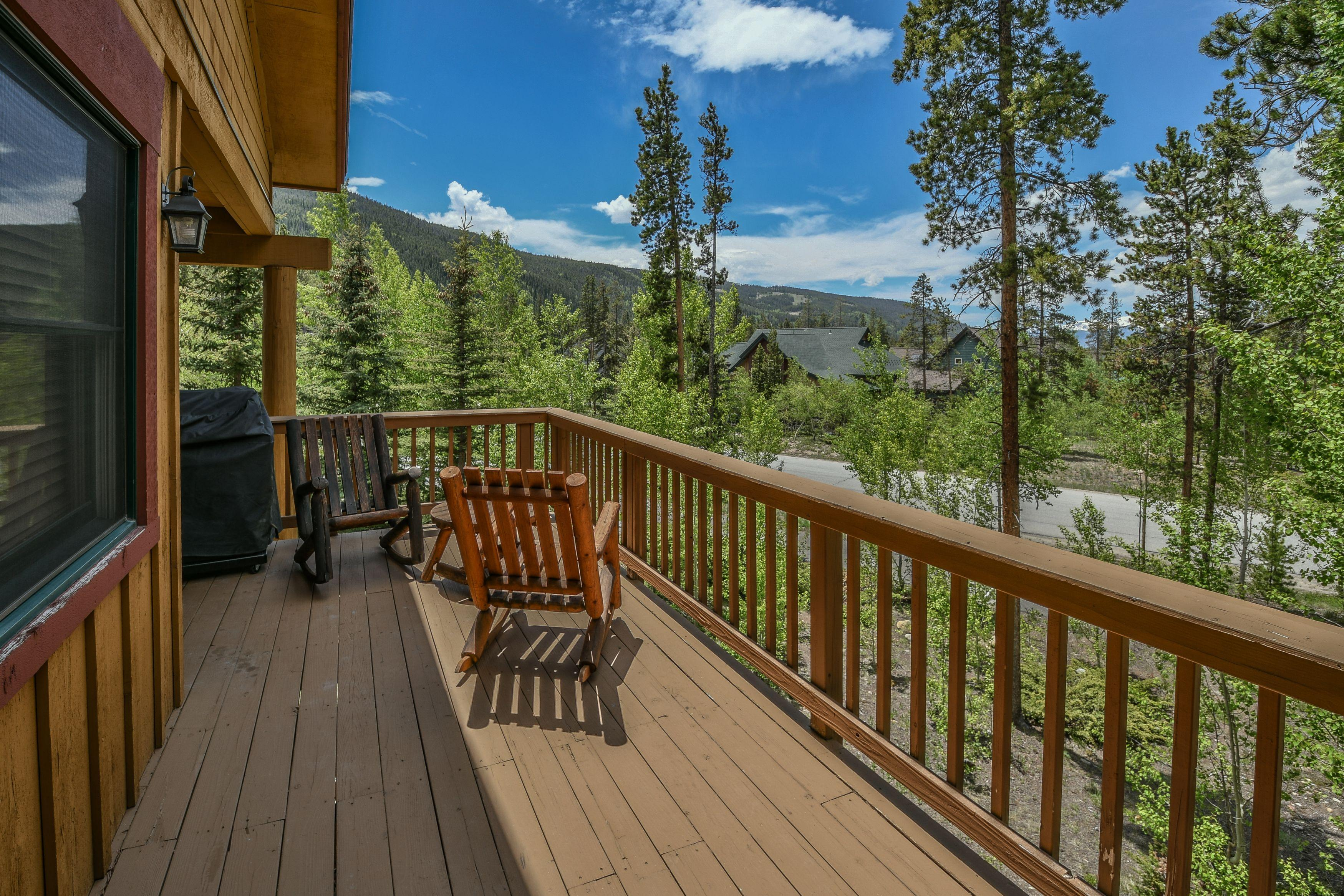 Property Image 1 - 2 Bd Mountain Townhome with large Balcony and Private grill