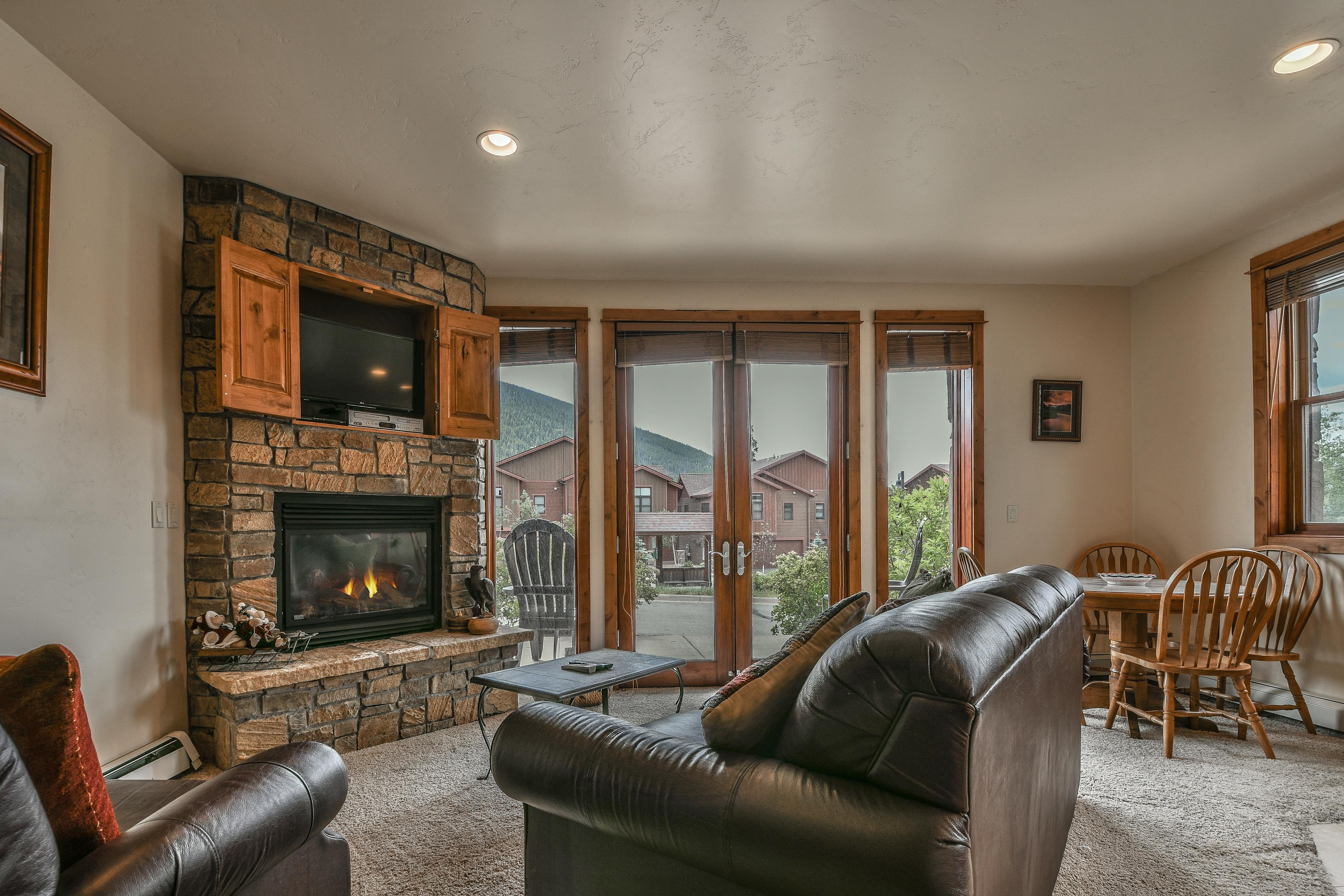 Updated Townhome in Secluded community with onsite Hot Tub