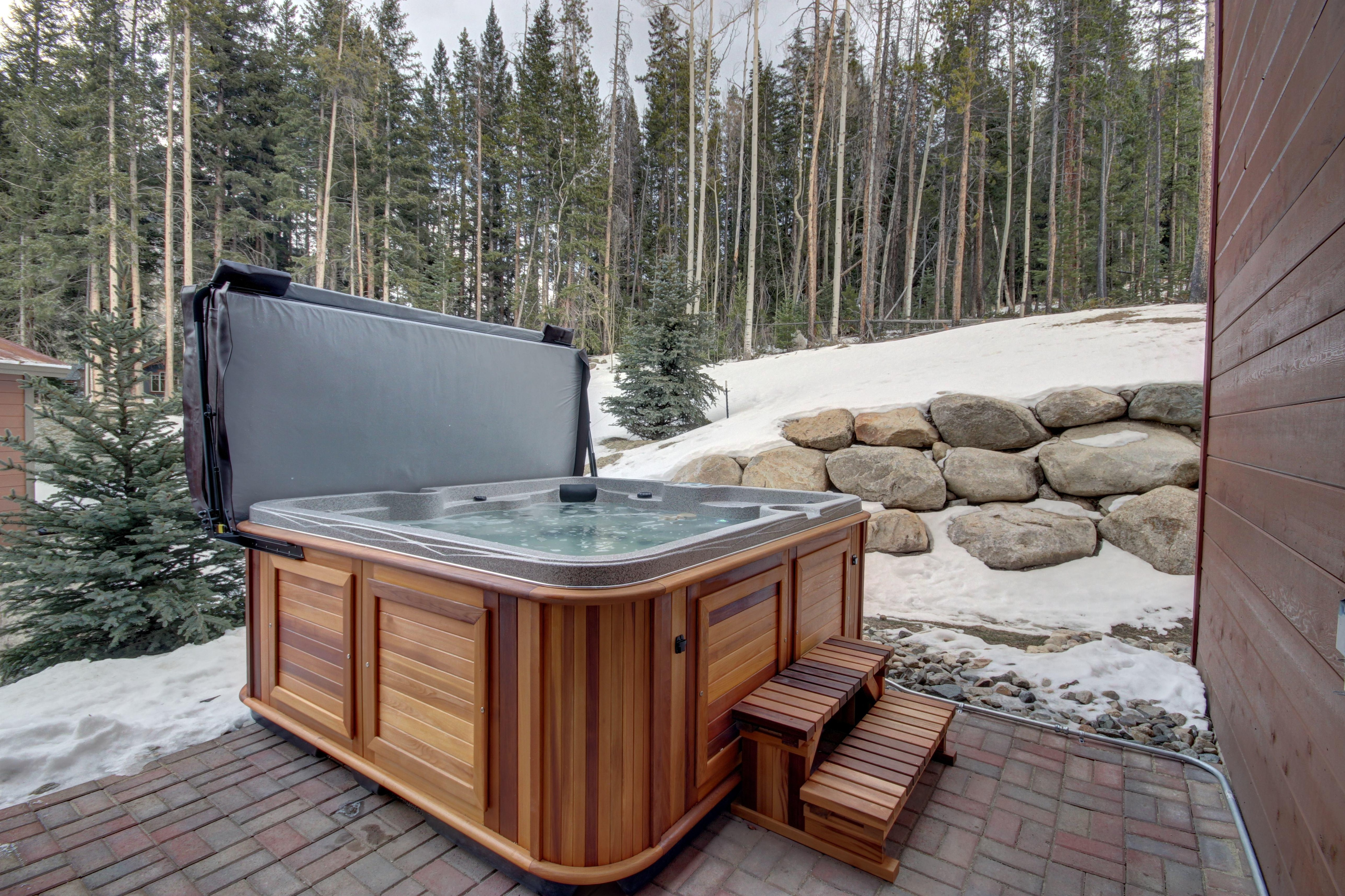 Property Image 2 - New luxury Townhouse with Private Hot Tub and 2 car Heated Garage