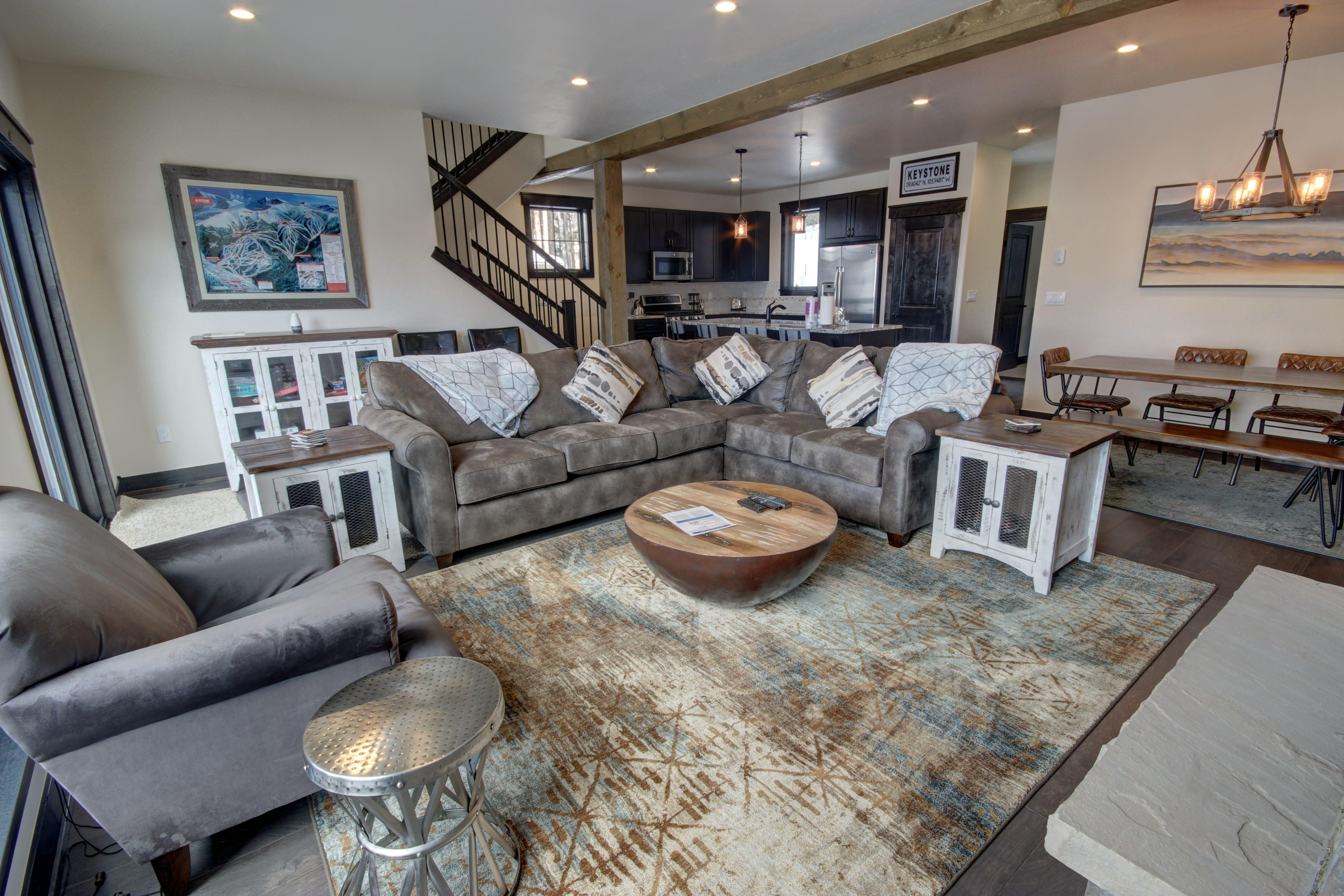 Property Image 1 - New luxury Townhouse with Private Hot Tub and 2 car Heated Garage