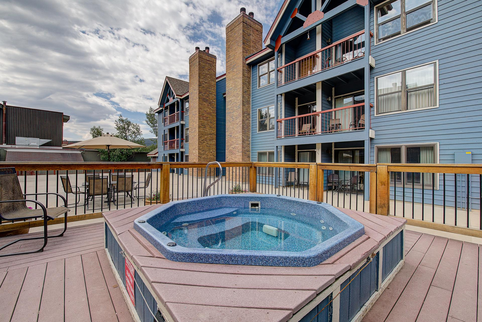 Ski-in Downtown Breckenridge Condo w/ Hot Tub
