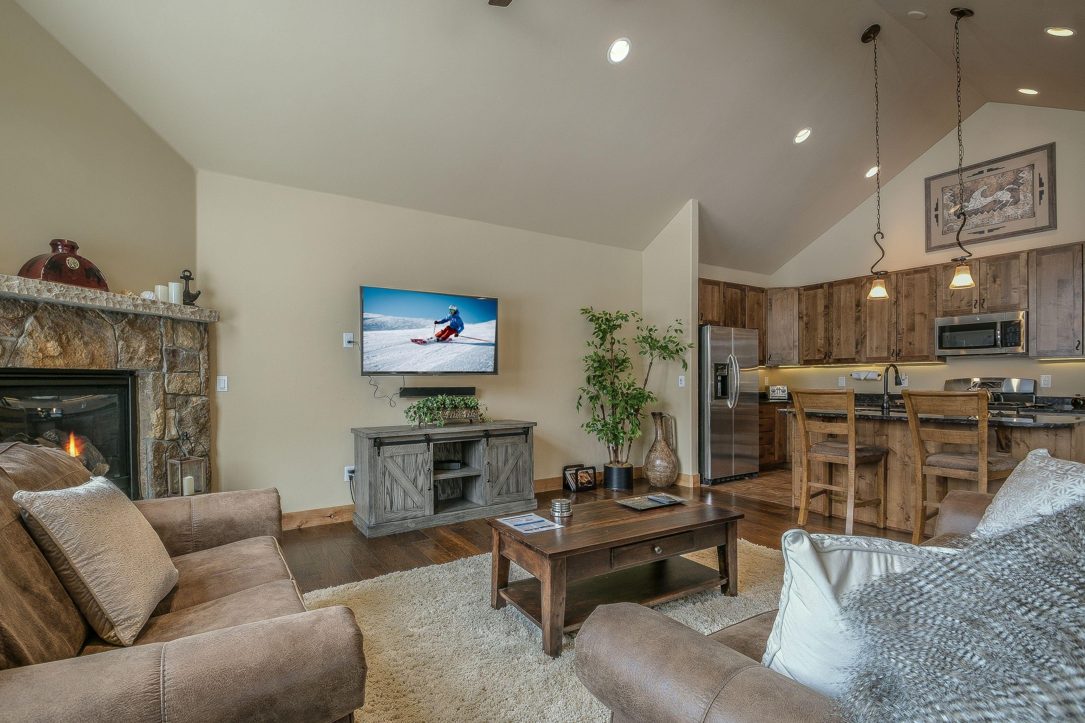 Upgraded Townhome on Free Ski Shuttle route is Perfect for Families