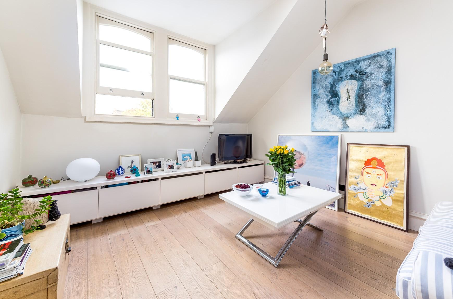 Property Image 2 - Pleasant Earl's Court Apartment near Hyde Park
