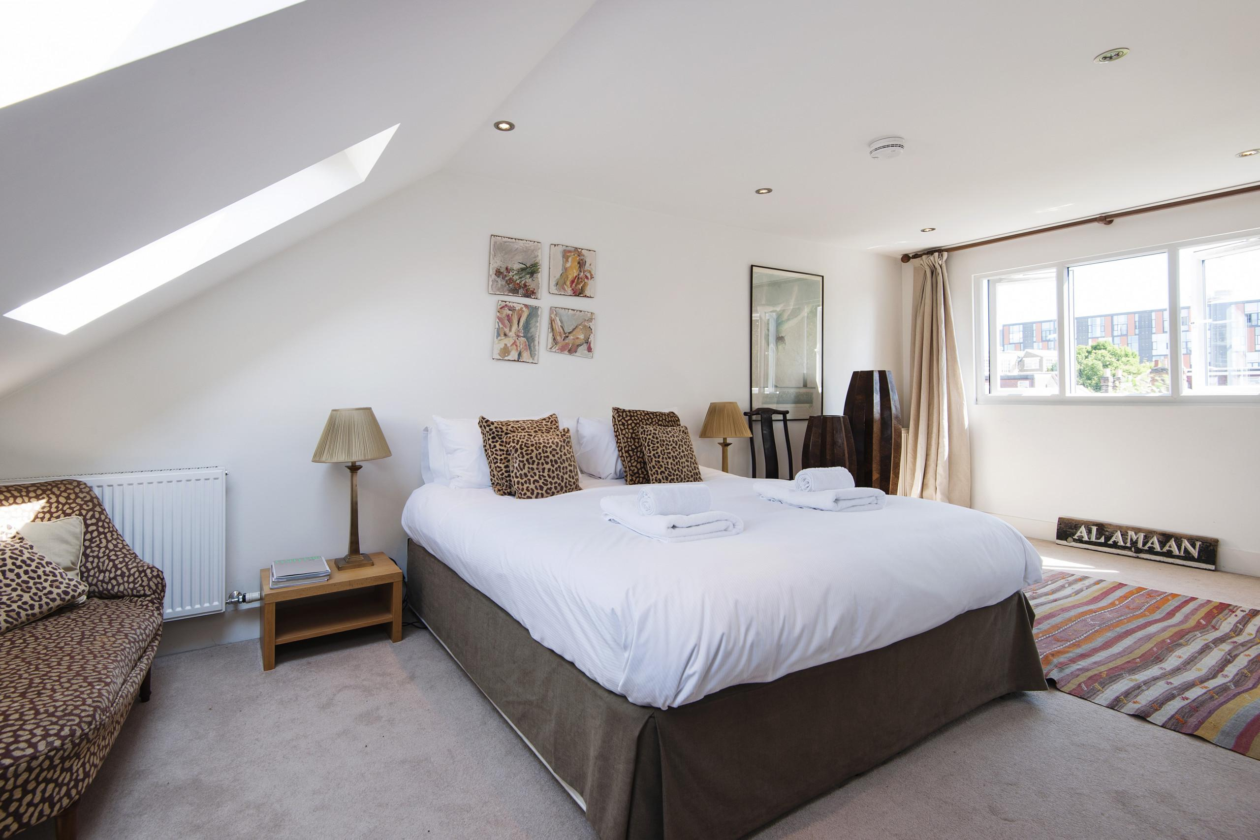 Property Image 2 - Exquisite East Acton Home close to Shepherds Bush