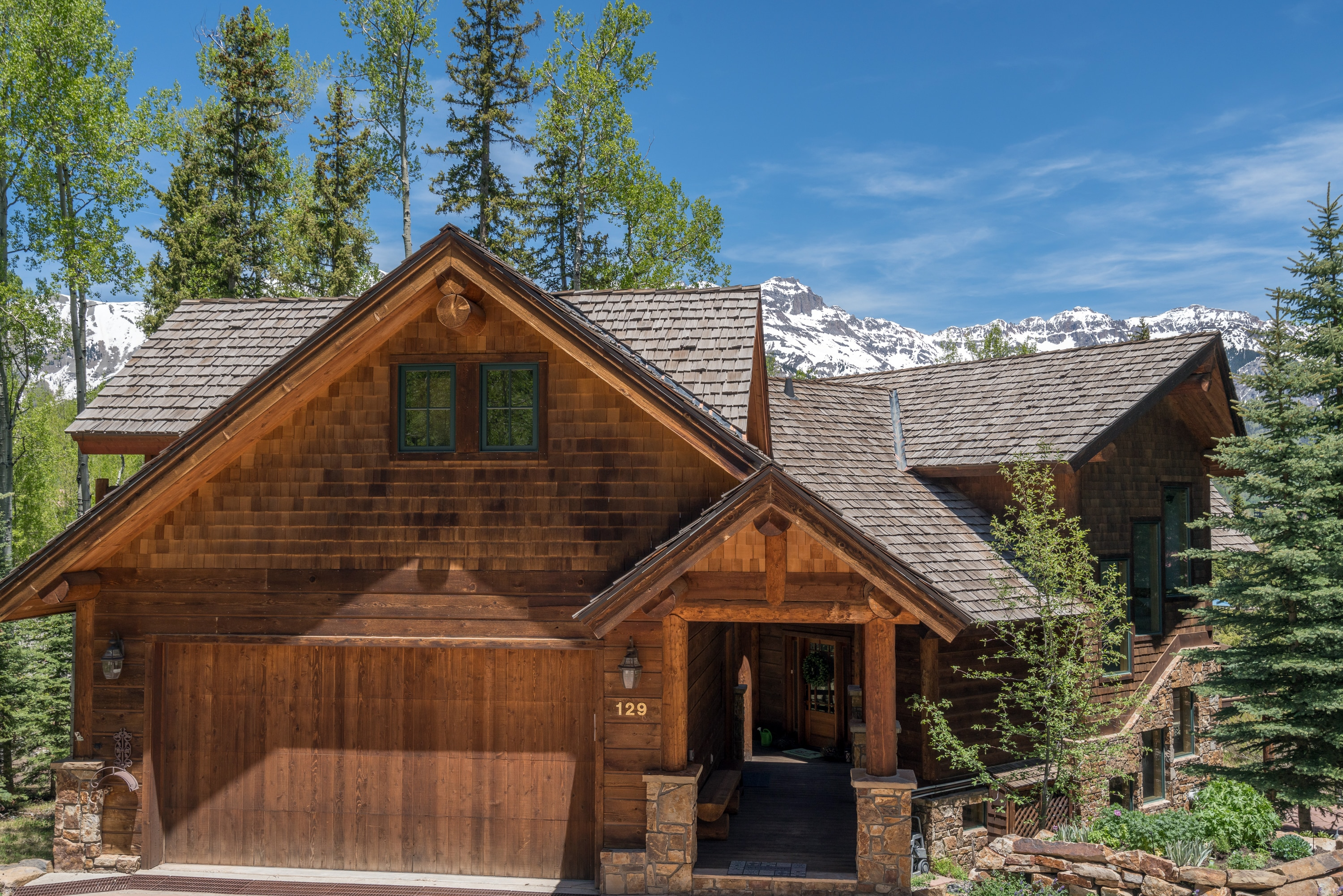 Perfectly Appointed Ski-In/Ski-Out Home on Benchmark