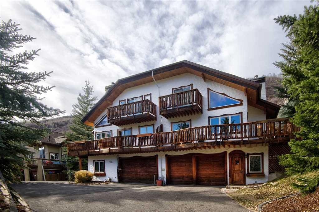 Duplex with Superb Access and Splendid Mountain Views