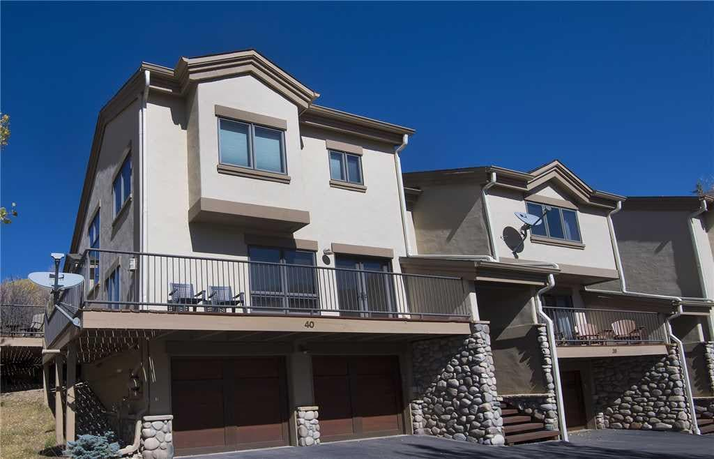 End Unit Townhome with Fantastic Panoramic Views