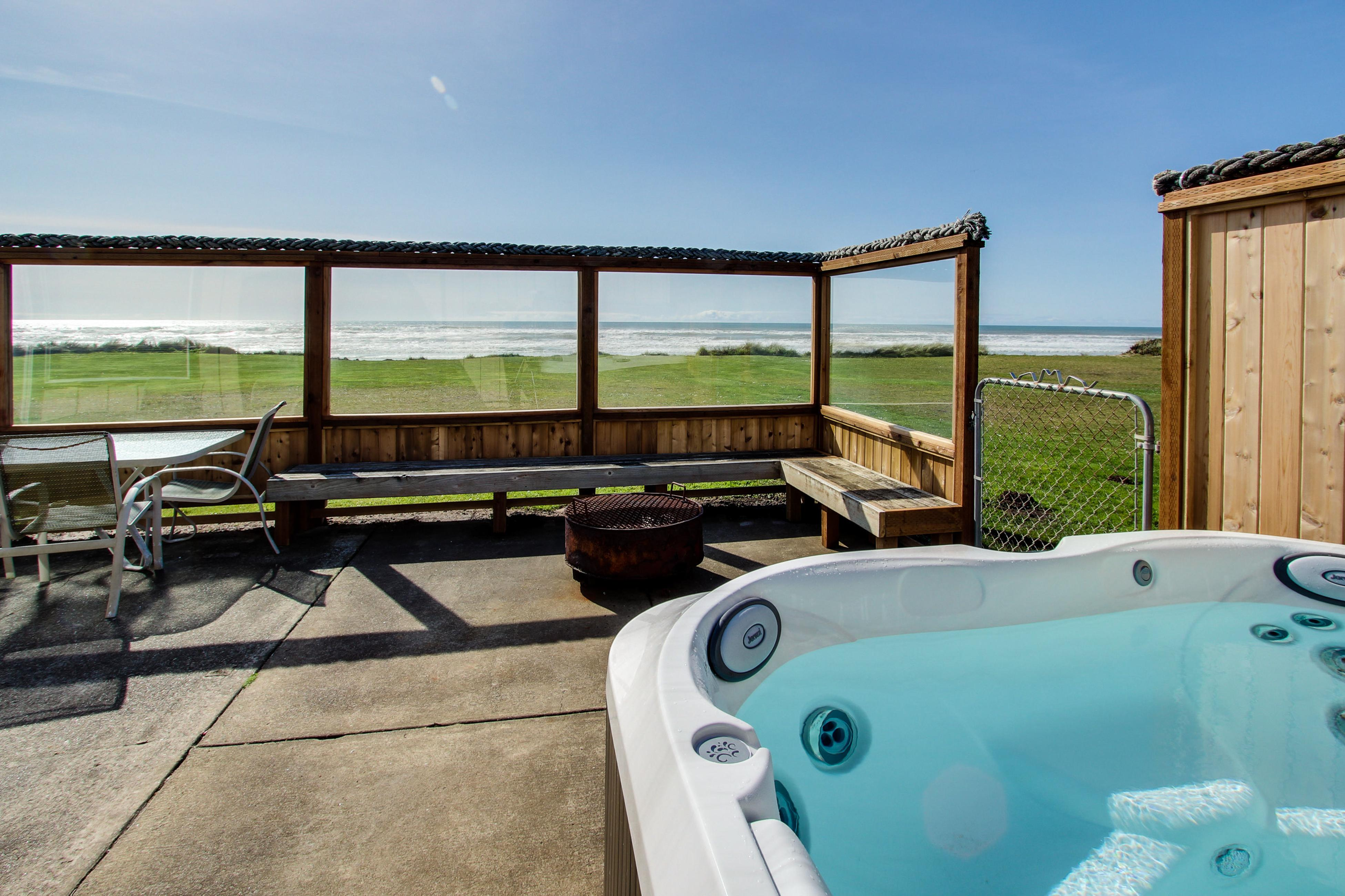 Sparkling Sands Oceanfront w Hot Tub