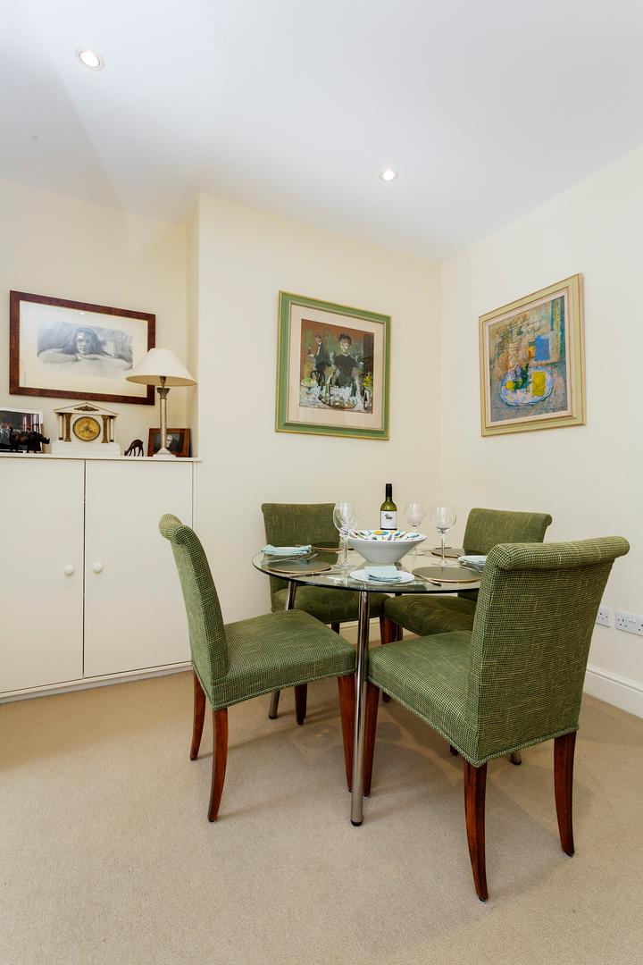 Property Image 2 - Spacious Upscale Fulham Apartment with Garden