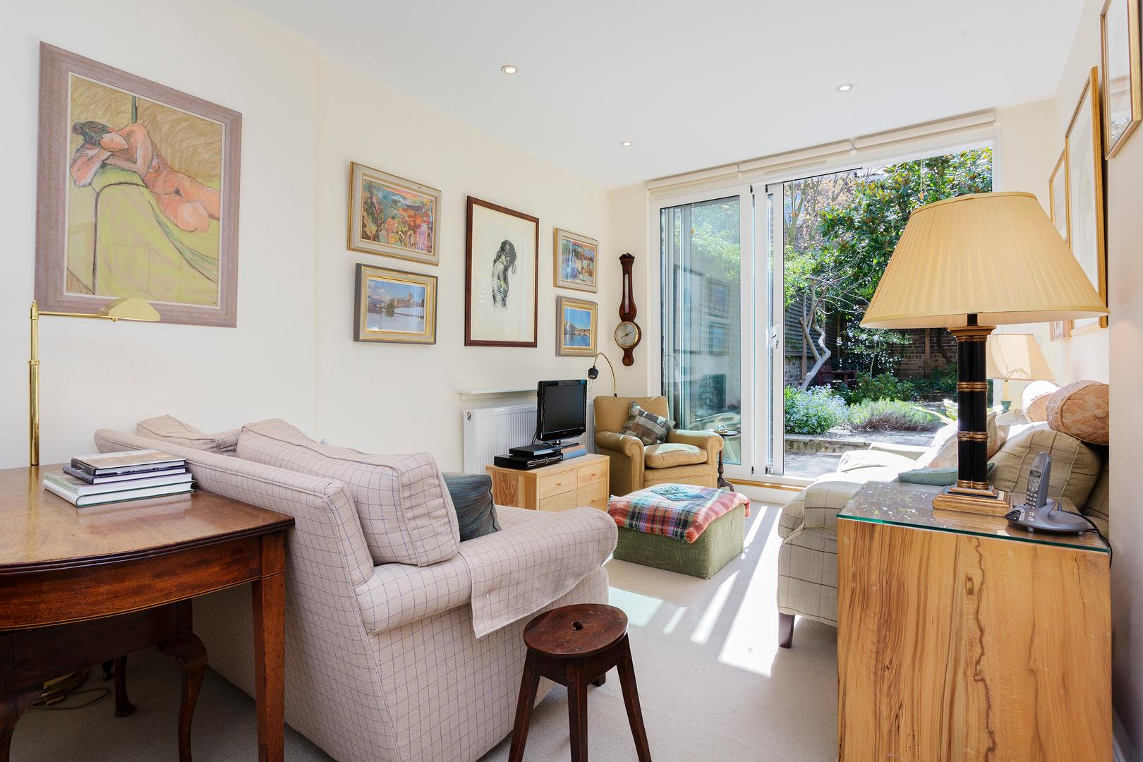 Property Image 1 - Spacious Upscale Fulham Apartment with Garden