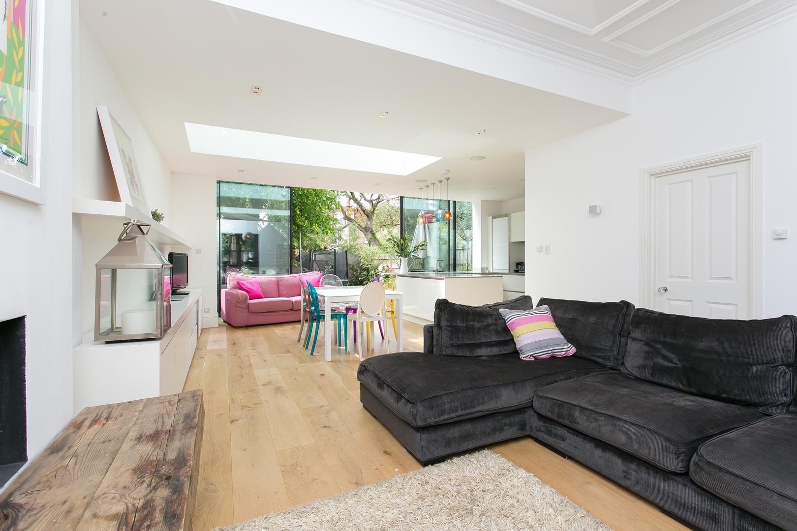 Property Image 2 - Bright Contemporary Chiswick Home with Private Garden