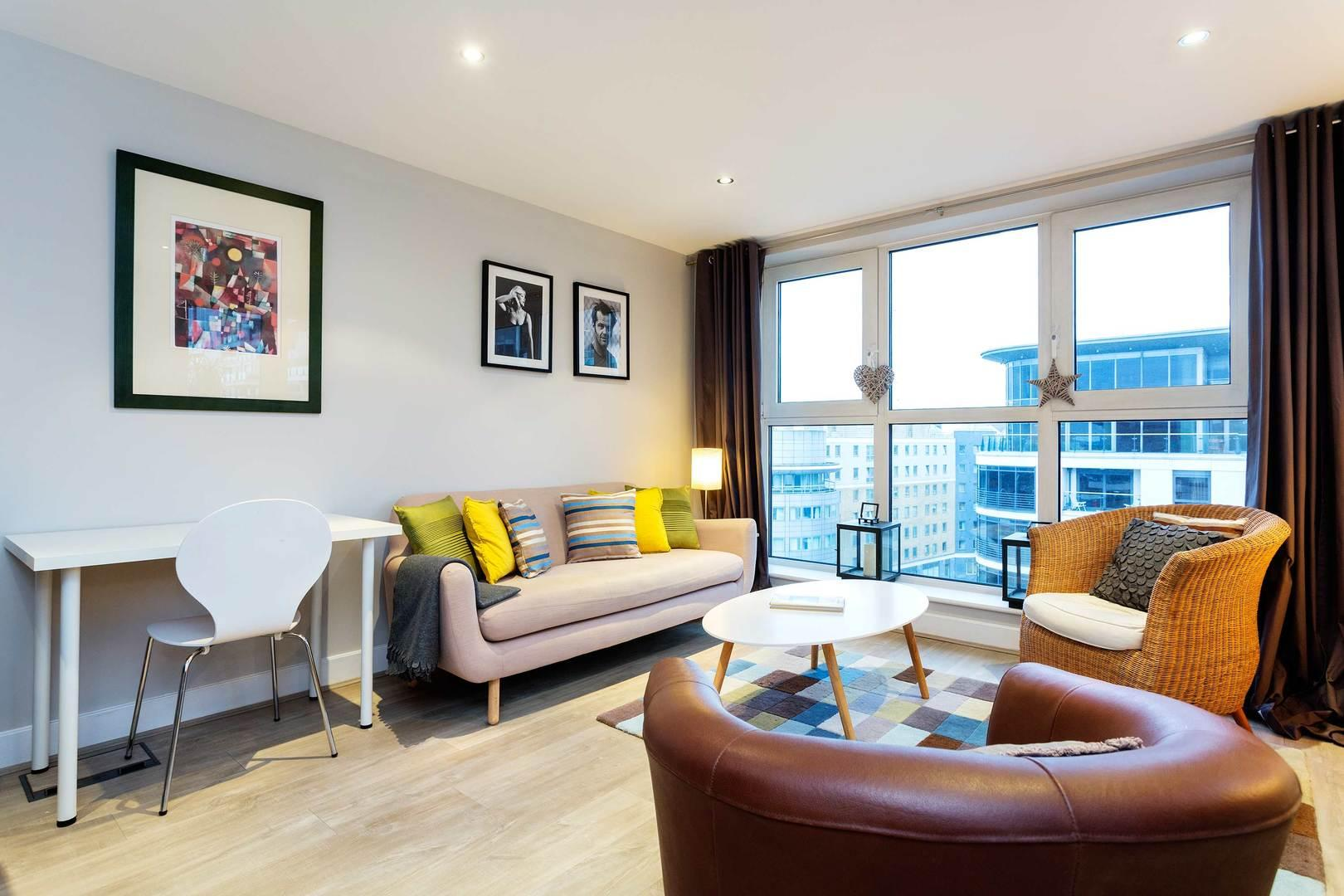 Property Image 1 - Stylish Apartment in Imperial Wharf with Impressive Views