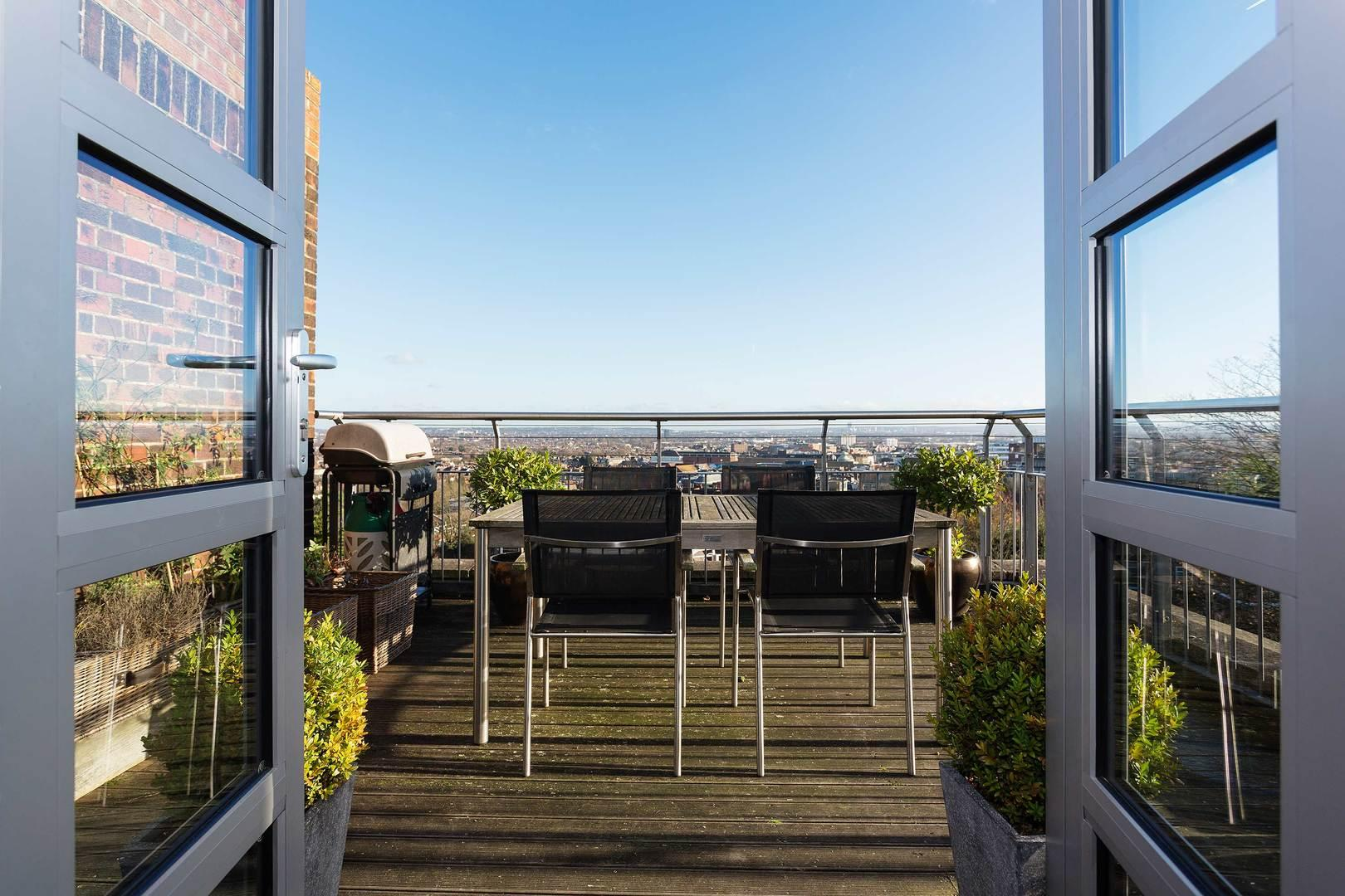 Property Image 1 - Modern 2 bedroom Wimbledon flat with Panoramic Views