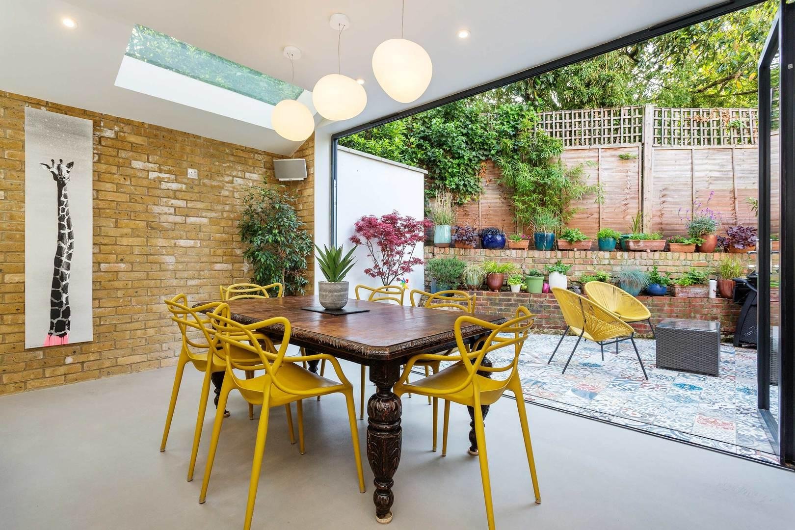 Property Image 1 - Colourful Trendy Islington House with Patio Garden