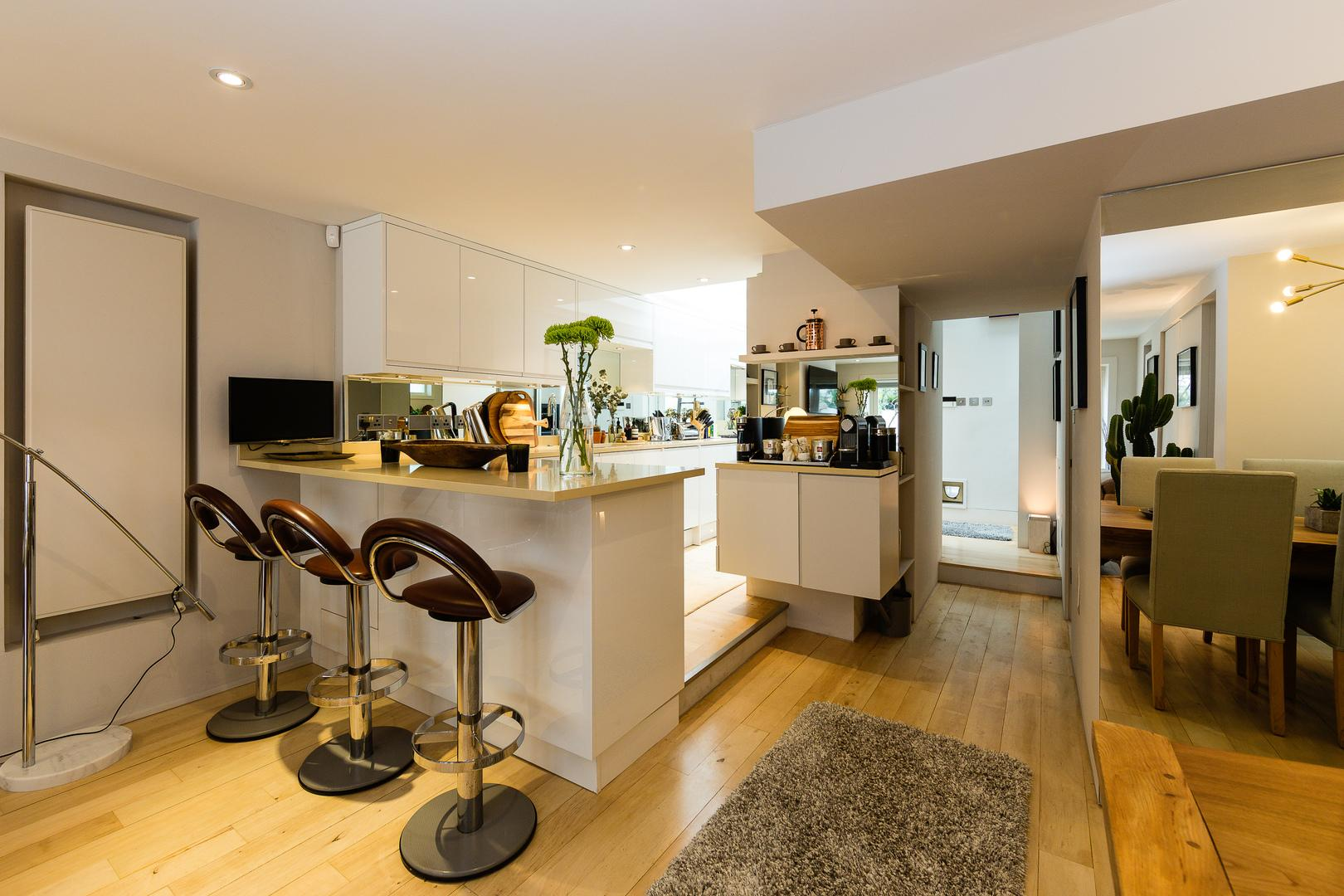 Property Image 2 - Chic Notting Hill House with Stylish Interiors