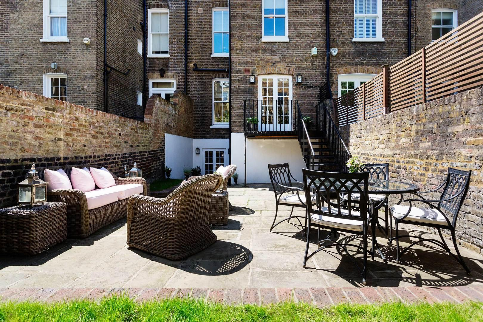 Spacious Chelsea 4 bedroom House with Private Garden