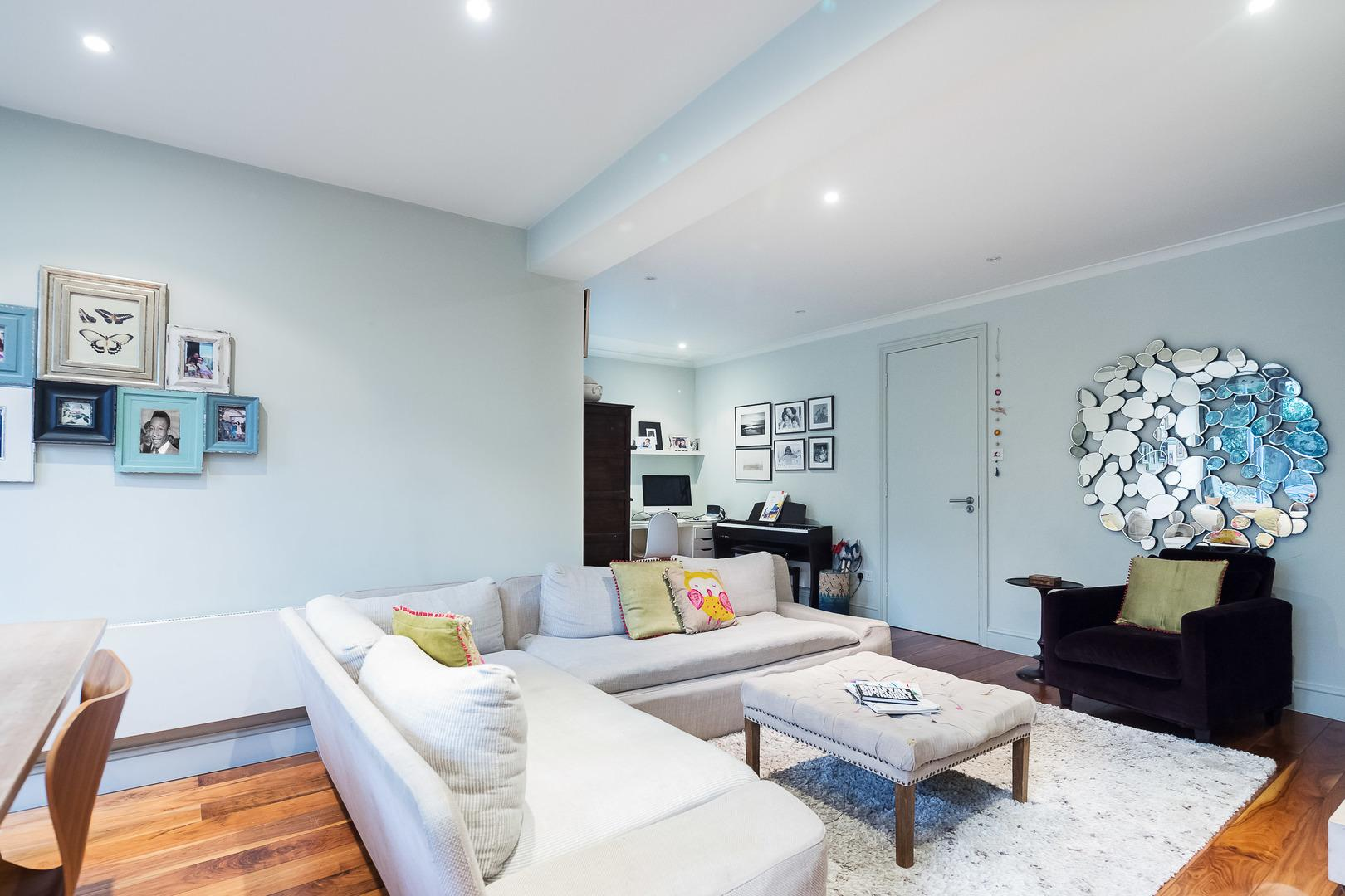 Property Image 2 - Handsome Stylish Garden Flat in West Hampstead