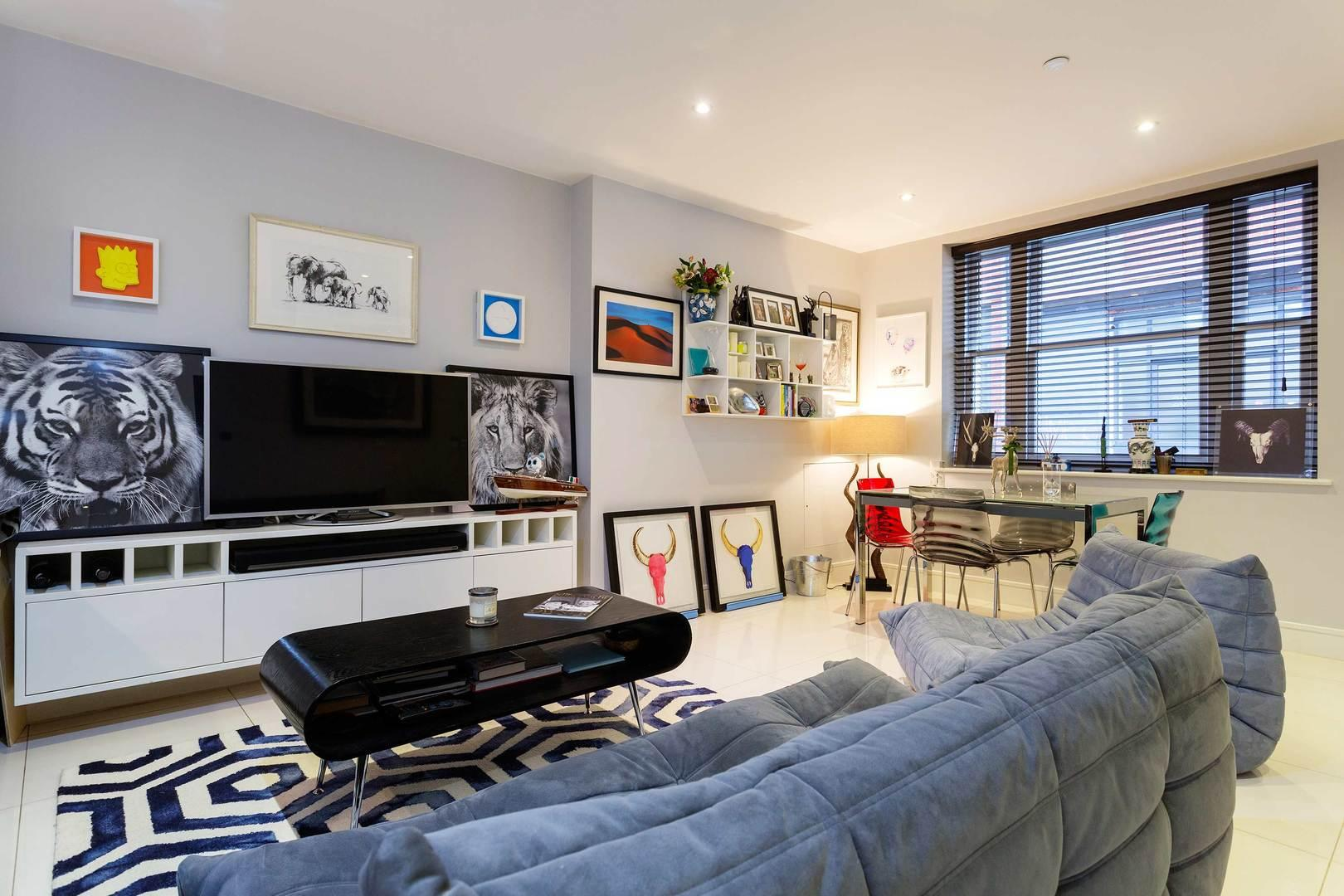 Property Image 1 - Chic Contemporary Aldgate Home with Stylish Interior