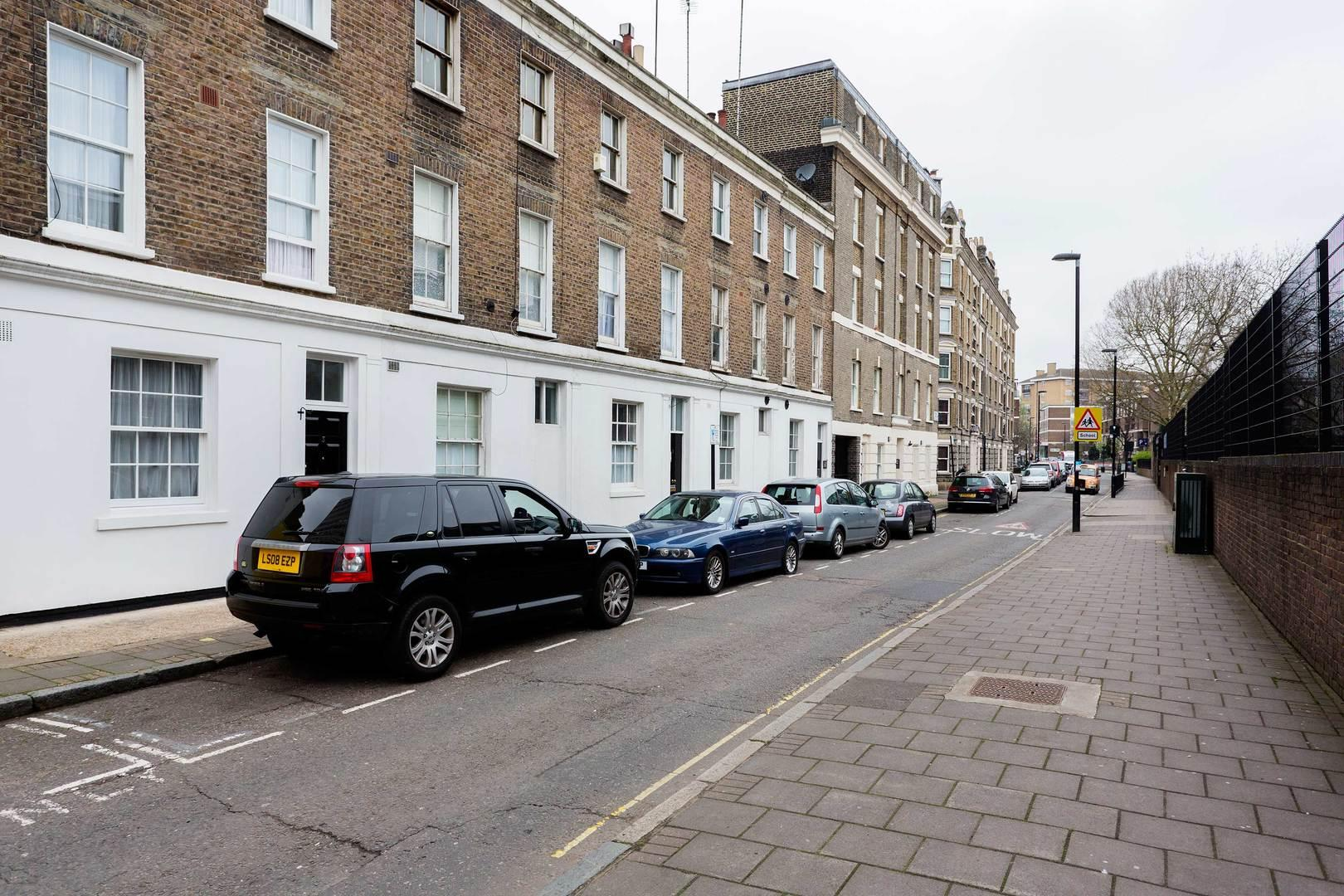 Classic Upscale Apartment near Desirable Mayfair