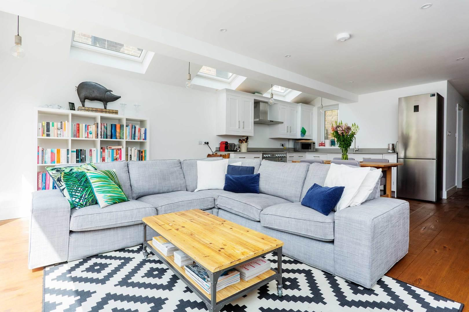 Property Image 1 - Handsome Shepherd's Bush Apartment with Patio Garden