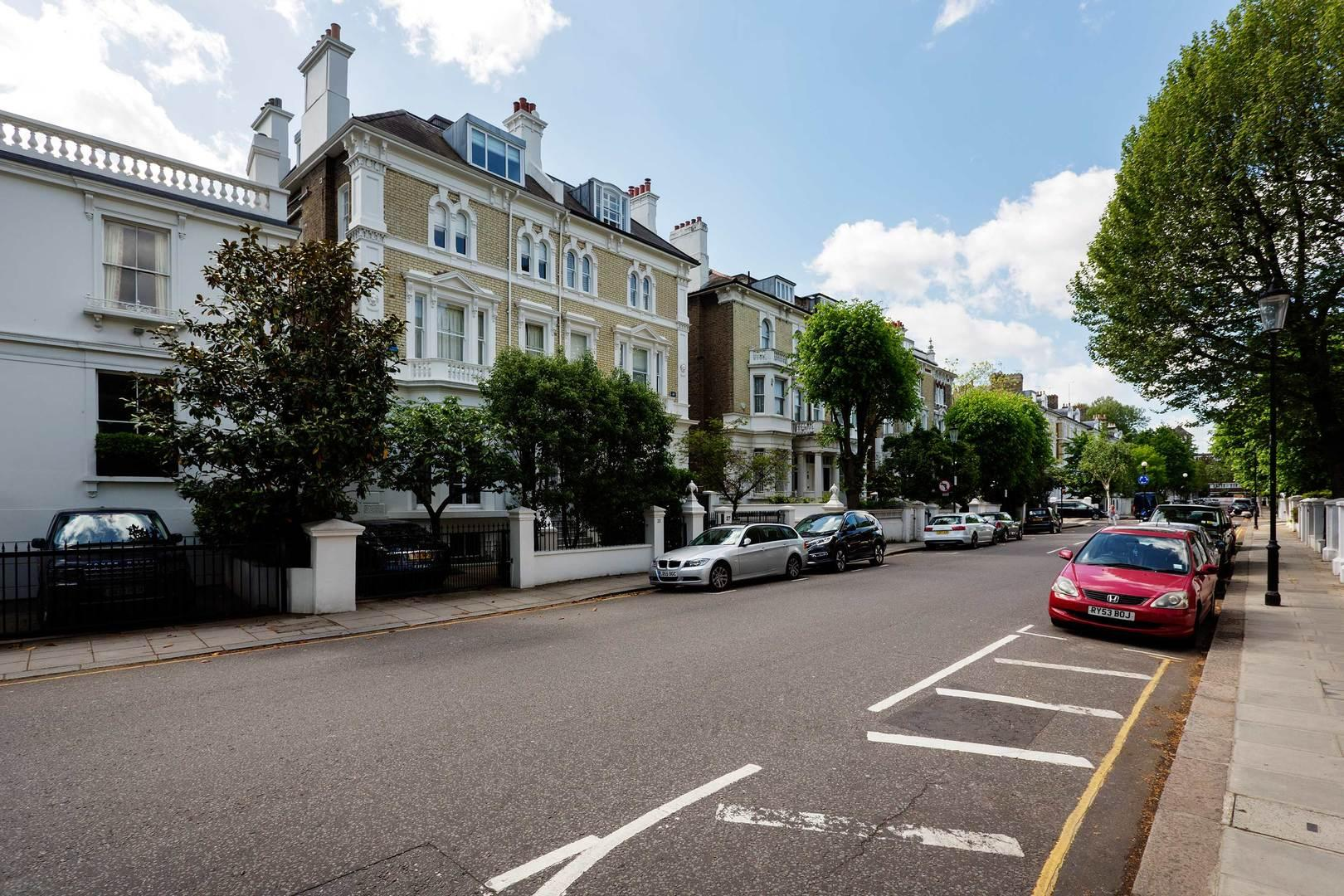 Spacious 4 bedroom House in Kensington