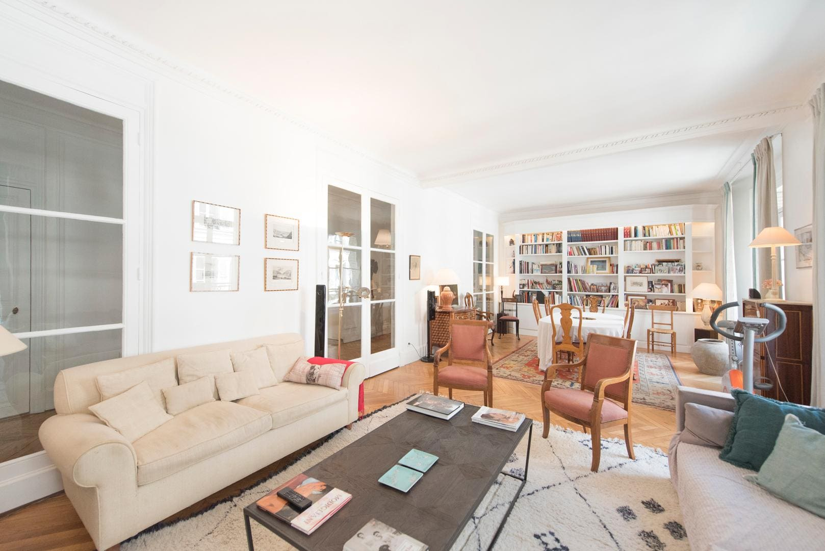 Property Image 1 - Spacious Inviting Apartment in the 16th near the Seine