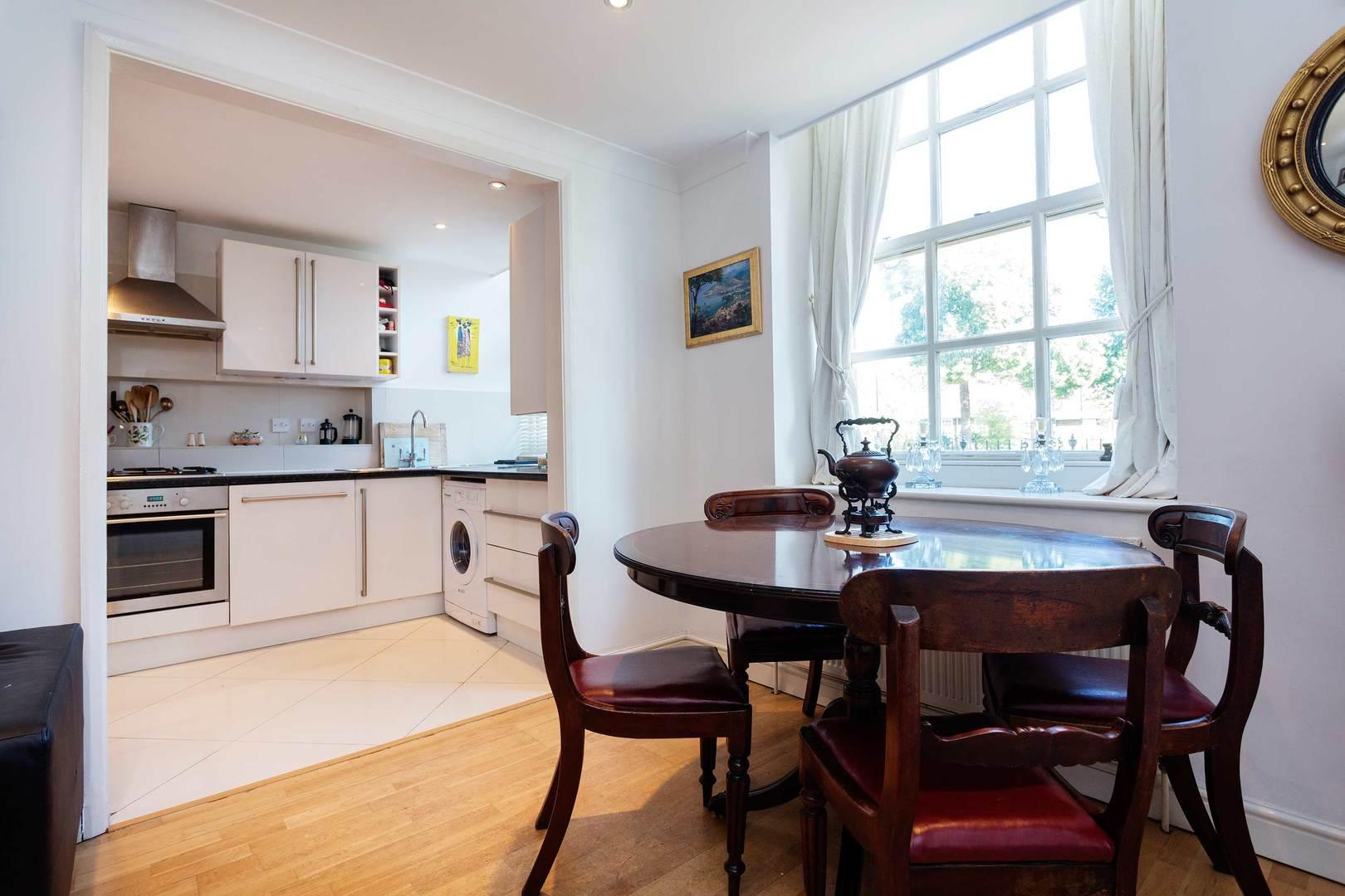 Property Image 1 - Classic Chic Notting Hill Apartment with Private Garden