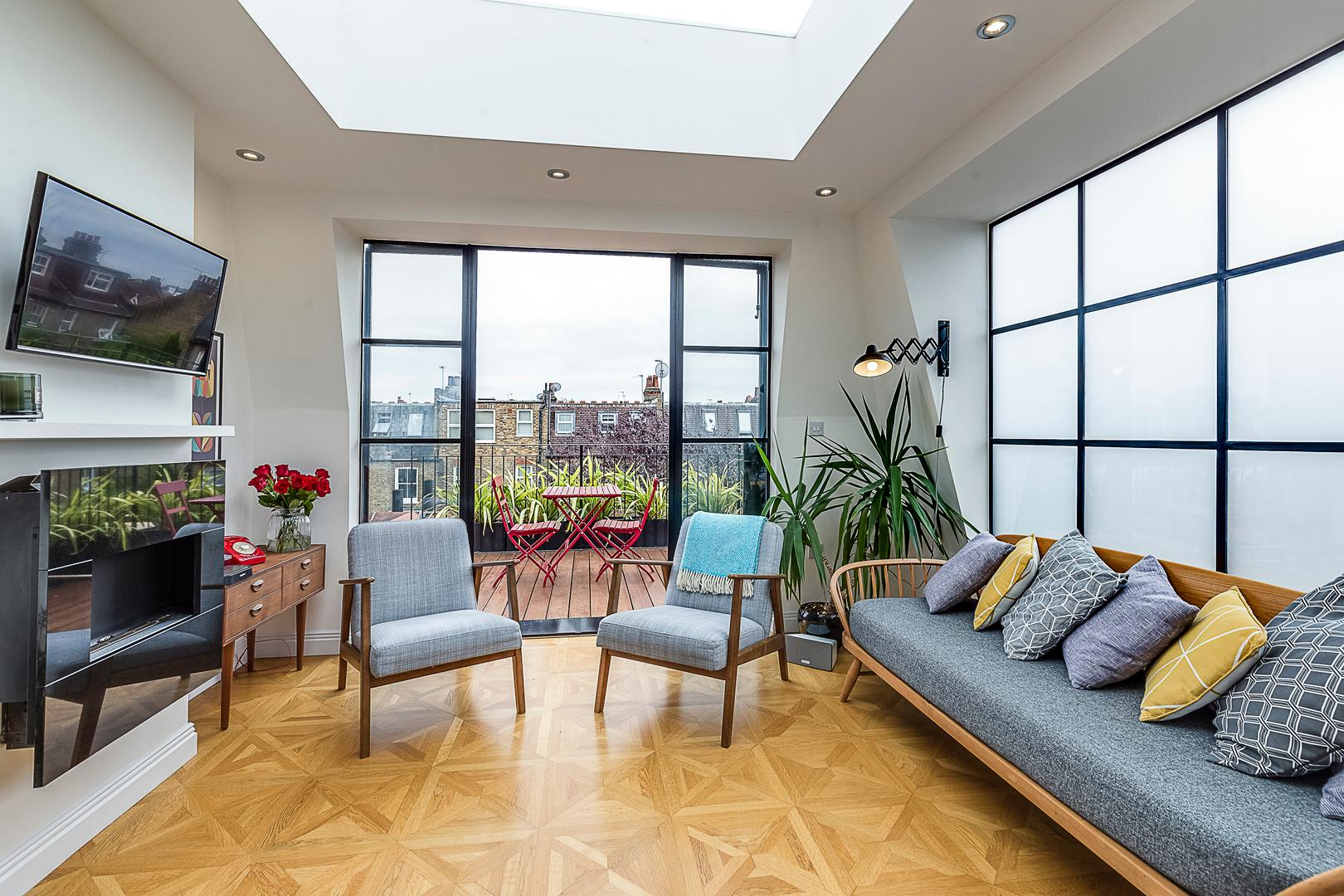 Property Image 2 - Arty Hammersmith Home by the River with Rooftop Terrace
