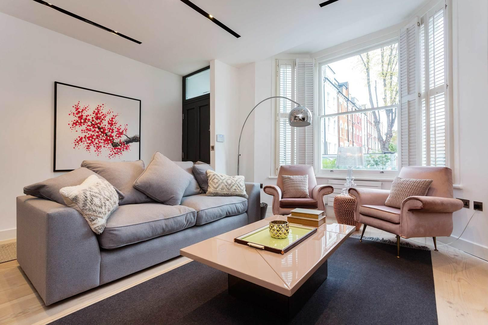 Property Image 1 - Large Contemporary House, walk to Regents Park