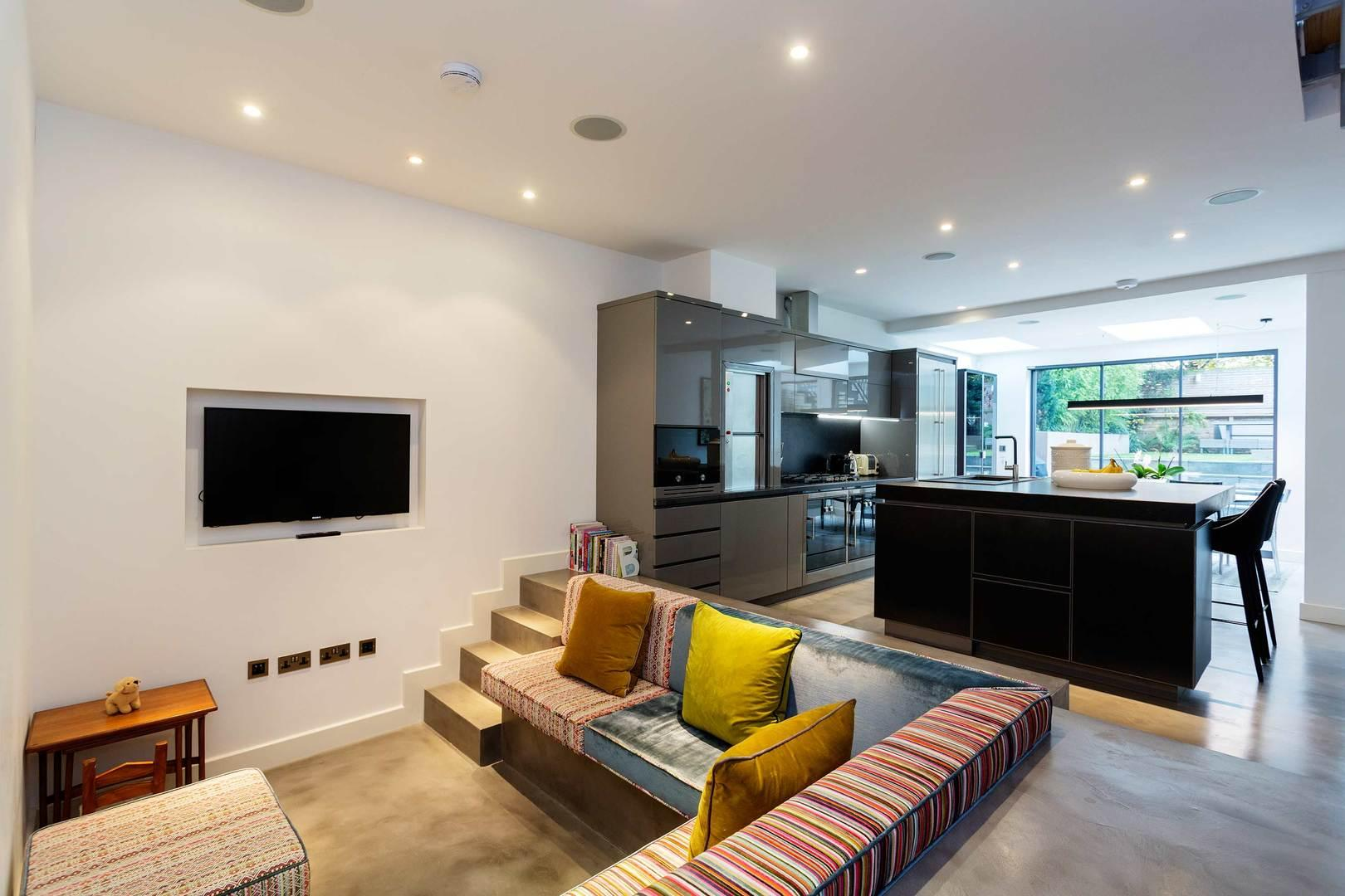 Large Contemporary House, walk to Regents Park