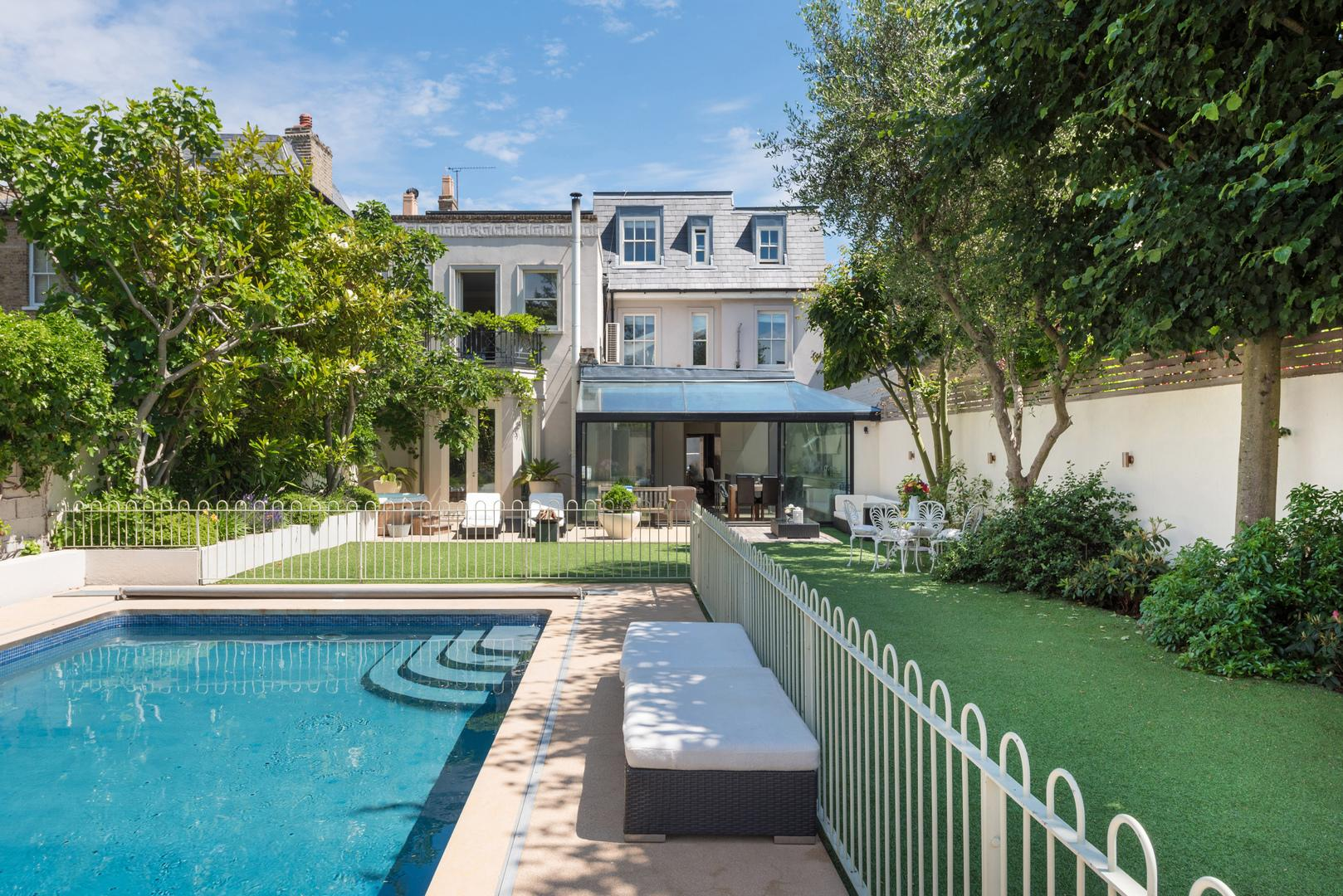 Property Image 1 - Chic 6 bedroom Wandsworth House with Outdoor Pool