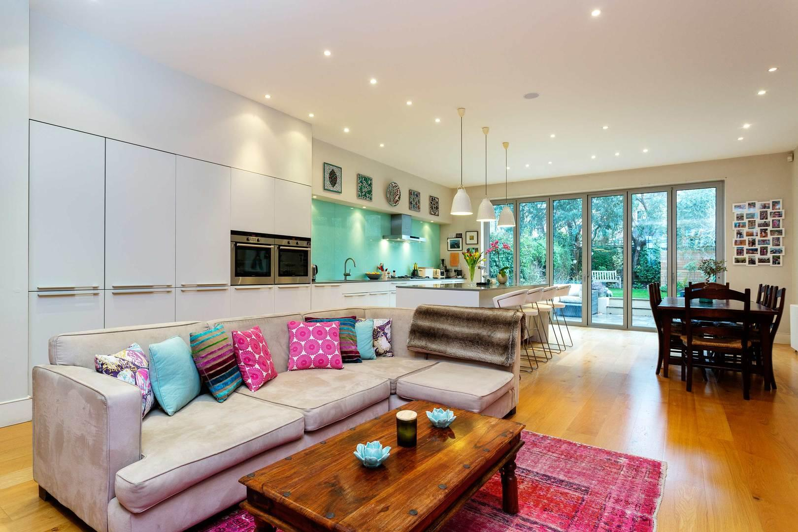 Property Image 2 - Chic 5 bedrooms Wandsworth House with Games Room