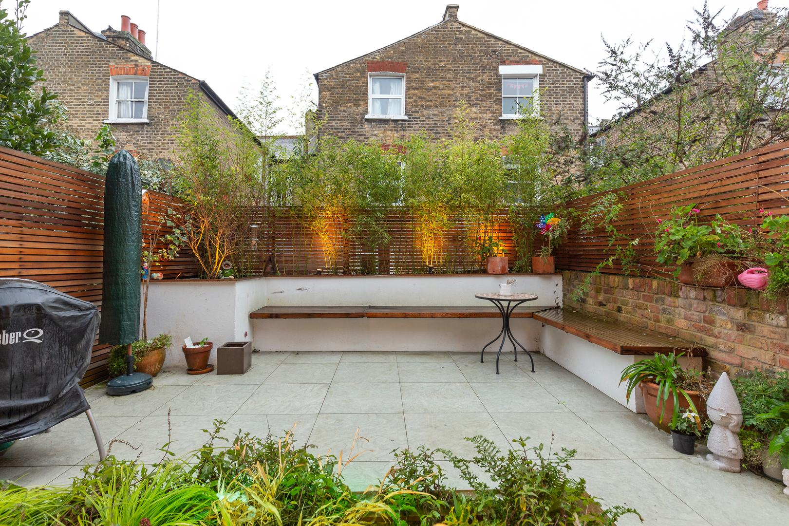 Stylish 4 bedroom Highbury House with Outdoor Space